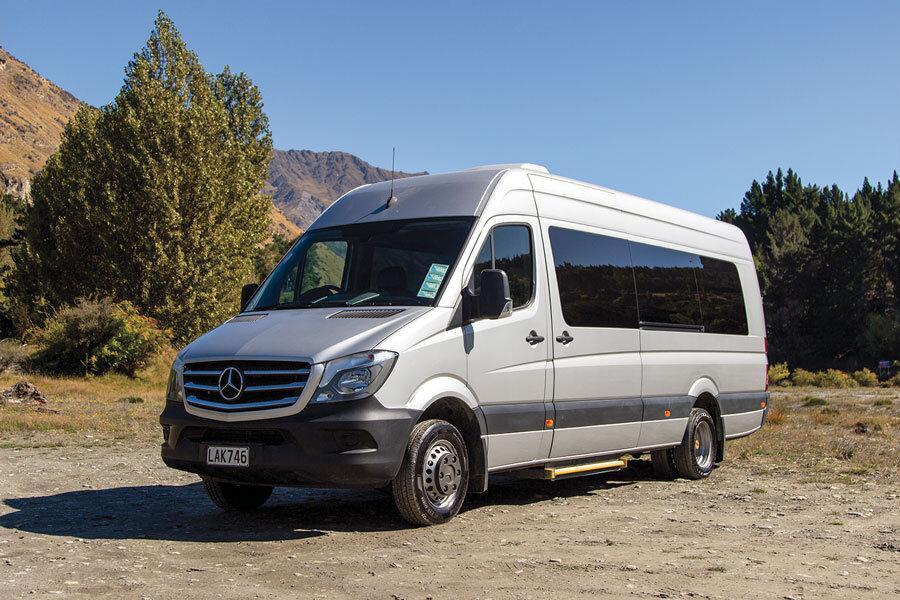 Limousines_Services_Queenstown_Executive_Van.jpg