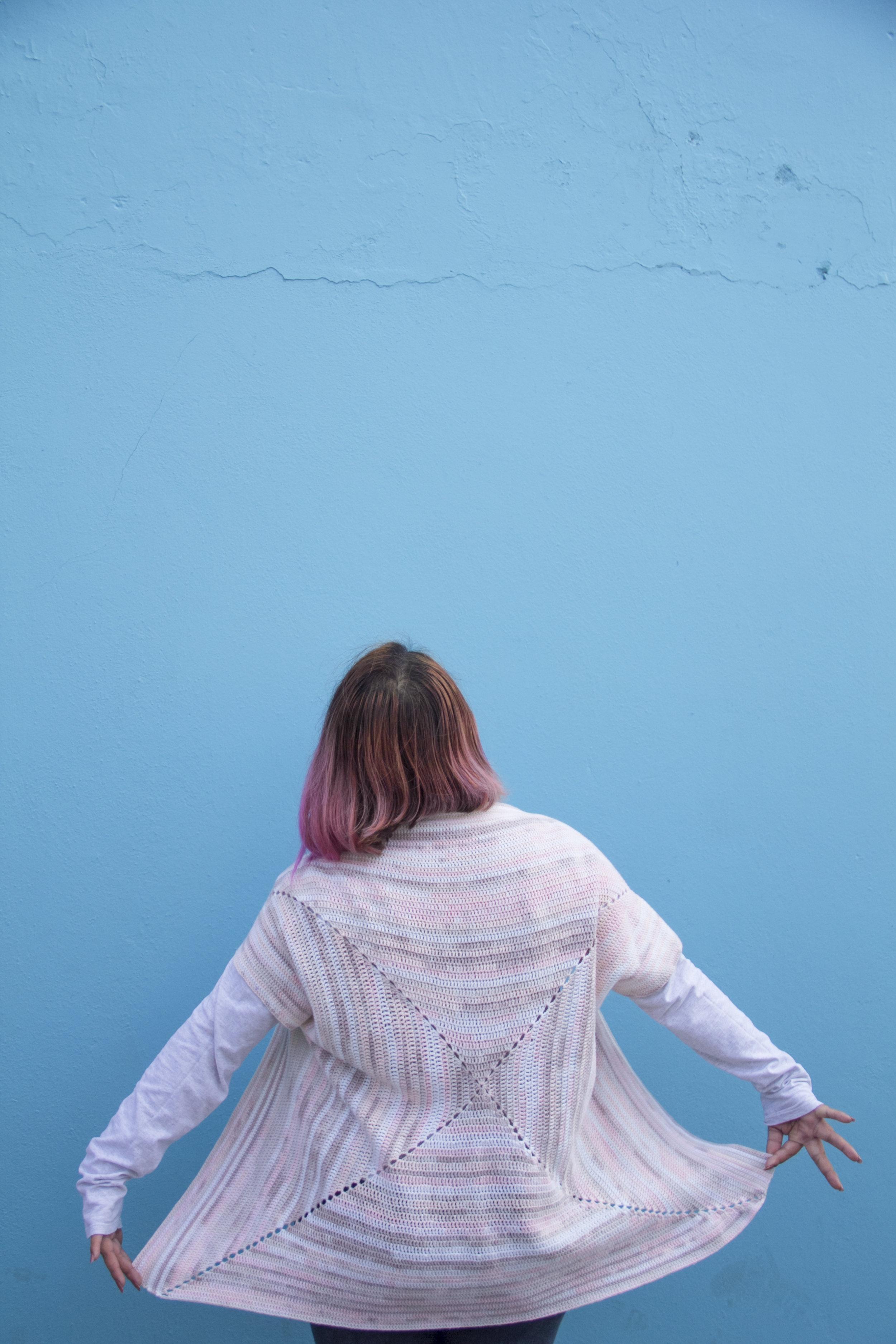 Capítulo 3 - NO ERES MALA, SOLO IMPERFECTA¿Cómo podía mejorarme como persona si todo me decía que era imposible?¿Cómo podía lidiar con la sensación de ser una mala persona?La envidia me atormentaba todos los días, me hacía hablar a espaldas de las personas, los celos me corroían y alimentaban mis miedos.Empecé a hacer daño para no sufrir.¿Cómo iba a salir de ese bucle?