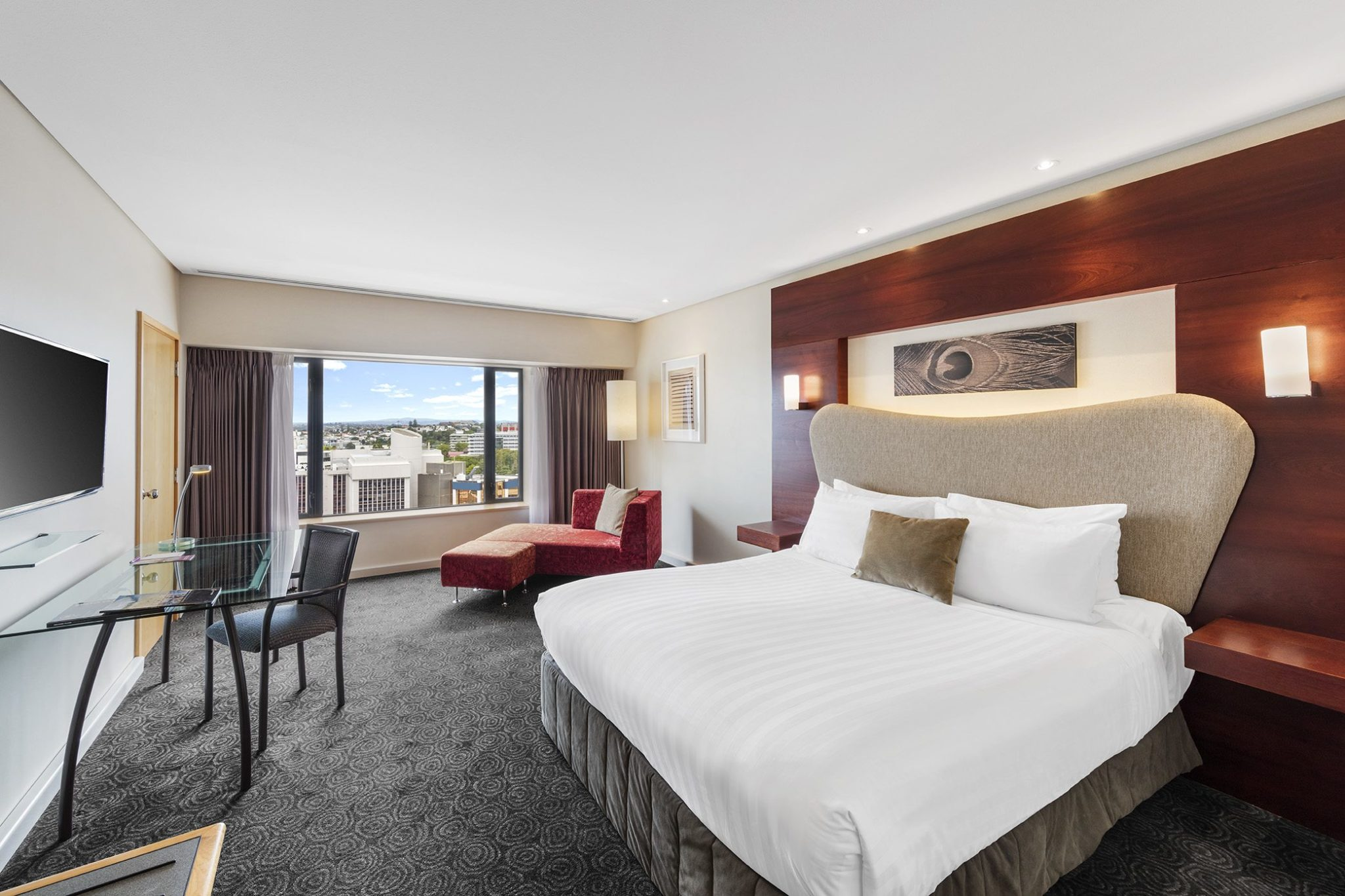Crowne Plaza 01.-Superior-room-main.jpg