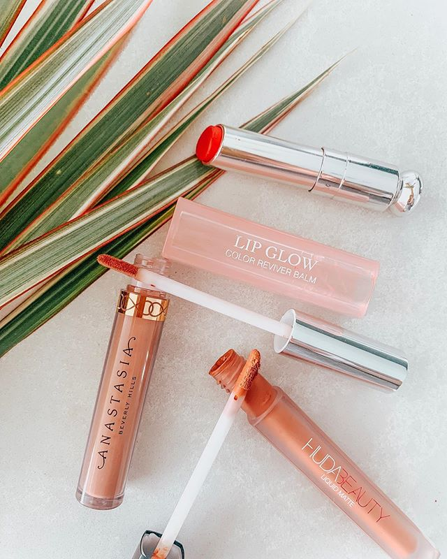 A pink, a peach, and a nude walk into a bar...but really these are my go to lippies for the summer. @anastasiabeverlyhills | So Hollywood @hudabeautyshop | Sugar Mama @diormakeup | Matte Rasberry 💋What are your favorite summer shades? . . . #beautyconcierge  #alyssaciffone