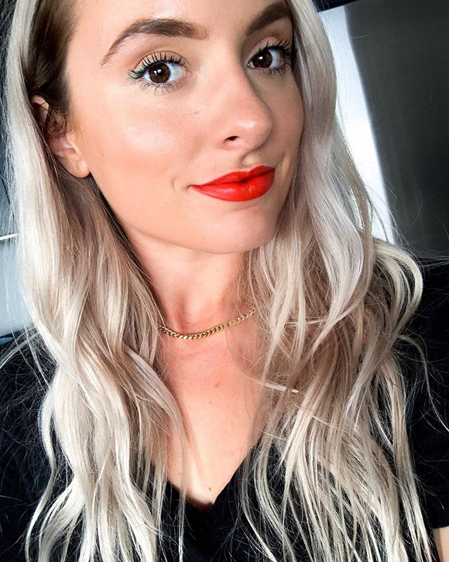 The sun has FINALLY come out and I'm so happy! Also, this lip is 🔥 from @bitebeauty. Feels like a balm but has the color payoff of a liquid lip. Bite Beauty is my #1 pick for lip anything. Extremely comfortable formulas, food grade, and beautiful pigments. 🍊Outburst Longwear Lip Stain | Orange Fizz . . . #beautyconcierge  #alyssaciffone