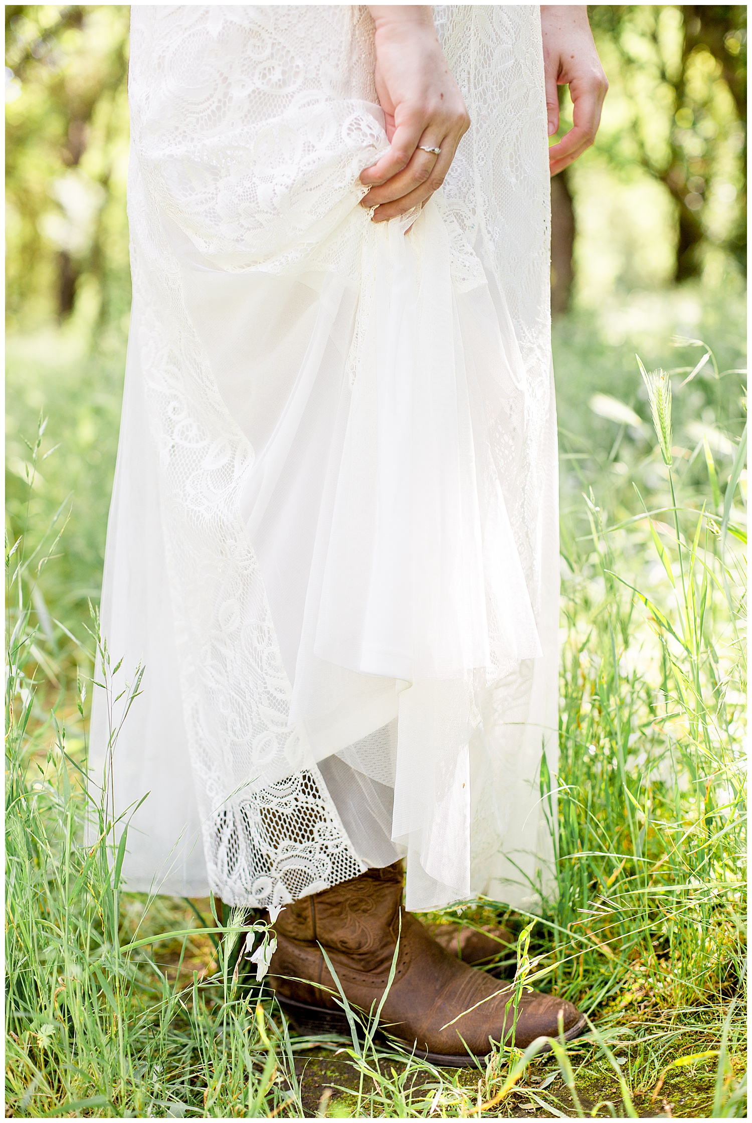 Country_Bridal_Portraits_Lace_Spring_Oregon_Photographer_Cowboy_Boots1.jpg