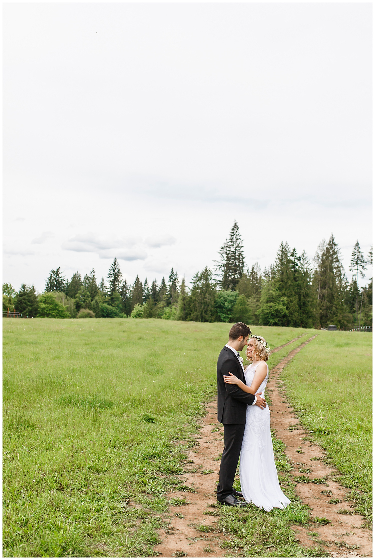 Brush_Prairie_Washington_Wedding_May_Farm_Backyard_Family_Photographer_Conzatti_0019.jpg