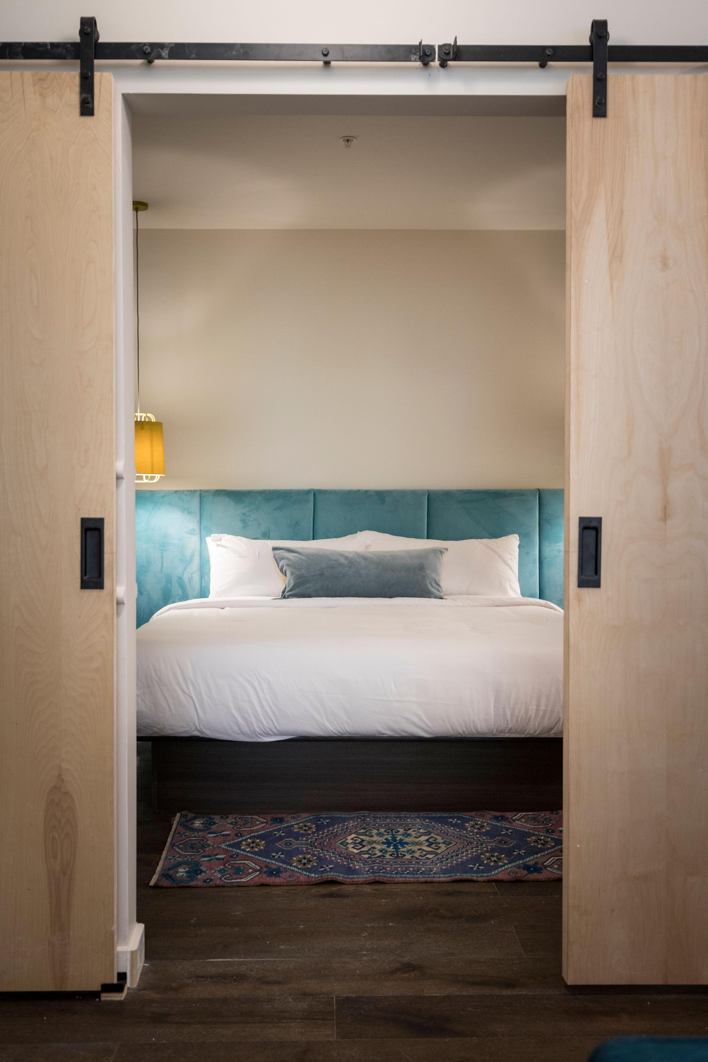 2:P bedroom.JPG