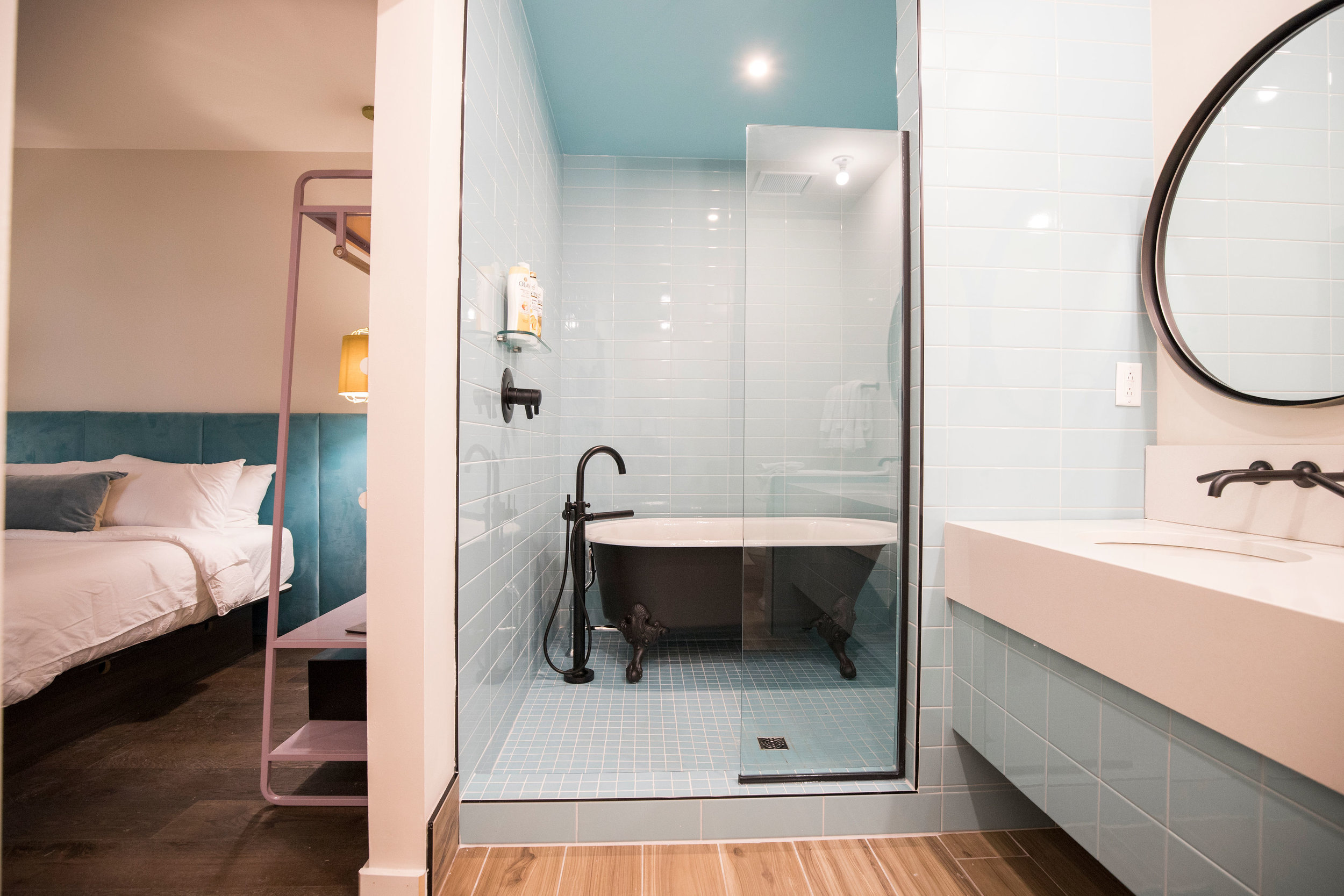 2:P bathroom.JPG