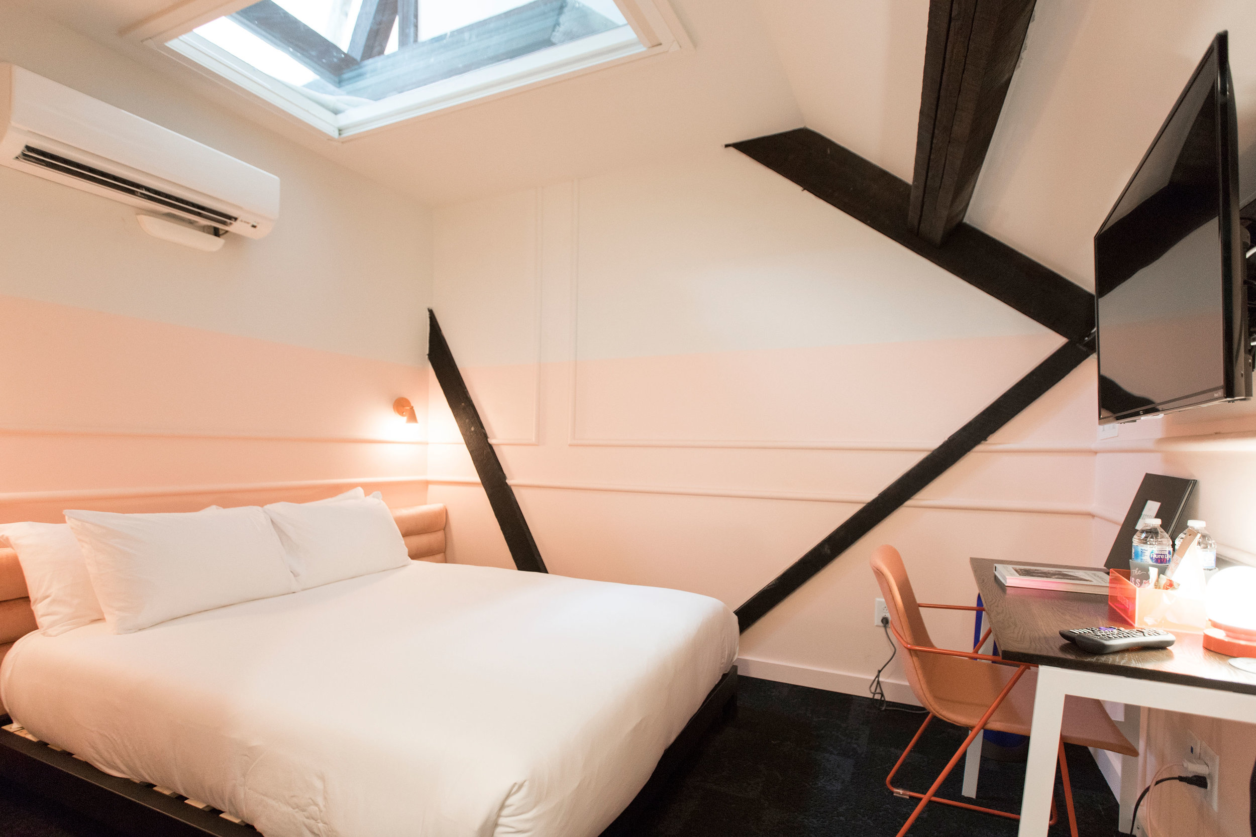STANDARD QUEEN  Room 3:1  LEARN MORE & MAKE A RESERVATION