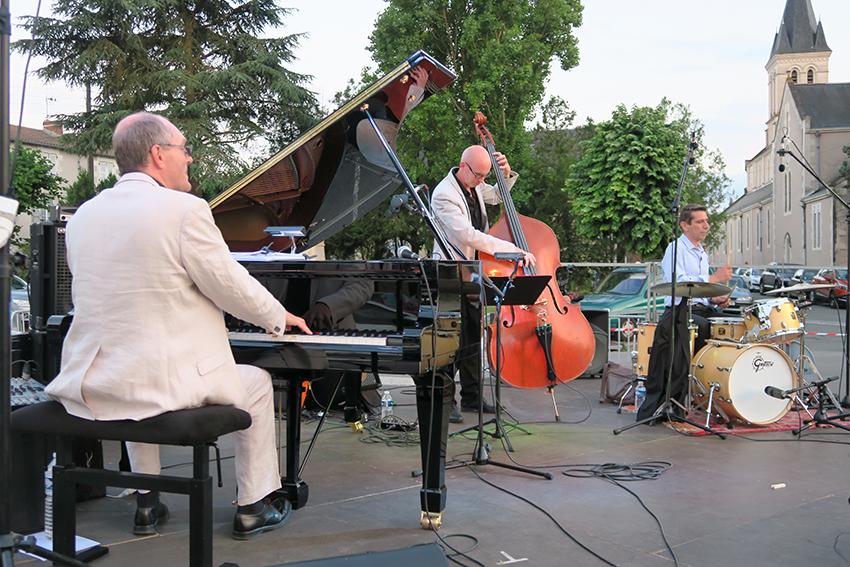 20_neuvil_en_jazz_festival_bd.jpg