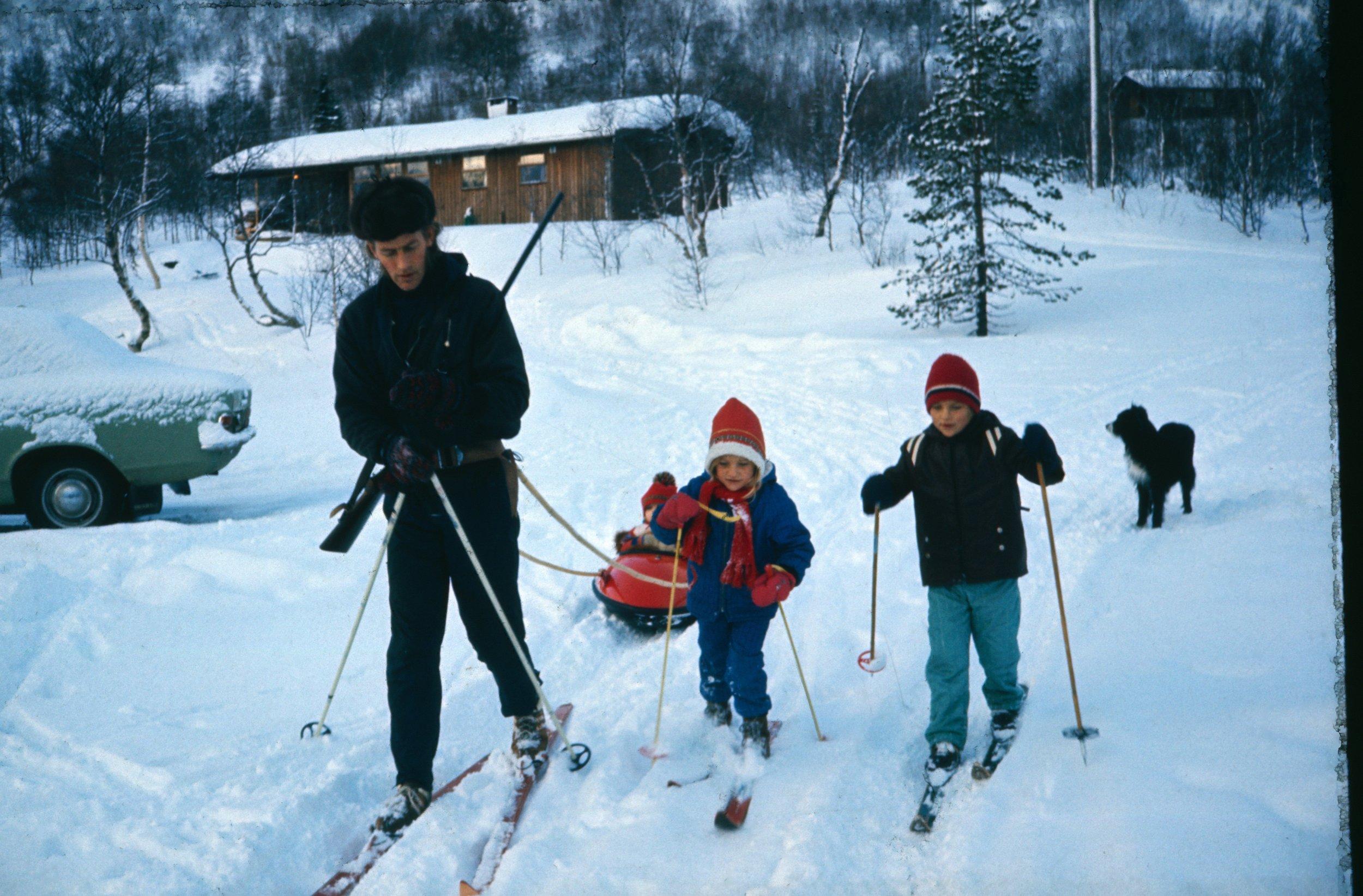 Med eller utan spor … - Hovden har lange tradisjonar for langrenn og turski, og mykje har skjedd sidan dette bildet blei tatt i 1974. Hovden har noko for alle, enten du vil ha trikkeskinner eller lage dine eigne spor i urørt snø.