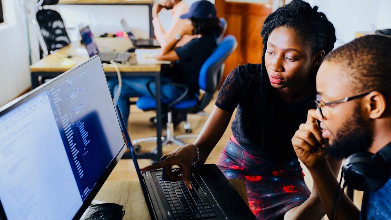 jenter+og+teknologi.jpg