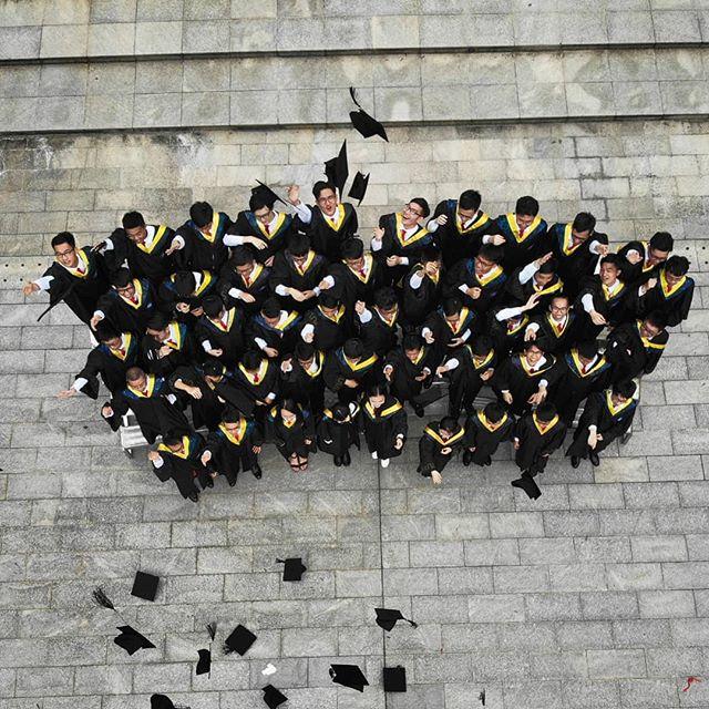 Er du i gang med ditt siste studieår og usikker på hva du skal gjøre etter fullført grad? 🎓 @ellensveen har fortalt oss om hvordan det var å ha en graduate-stilling i @dnb_bank! 👏 Nysgjerrig hvordan informatikk-studenten fra @unioslo hadde det som graduate? 👉 Link I bio!