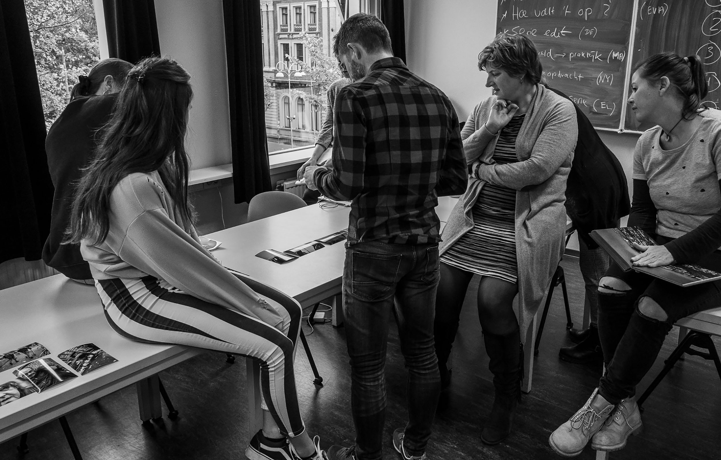 Selection and editing together with students [photo Peter Dellenbag].