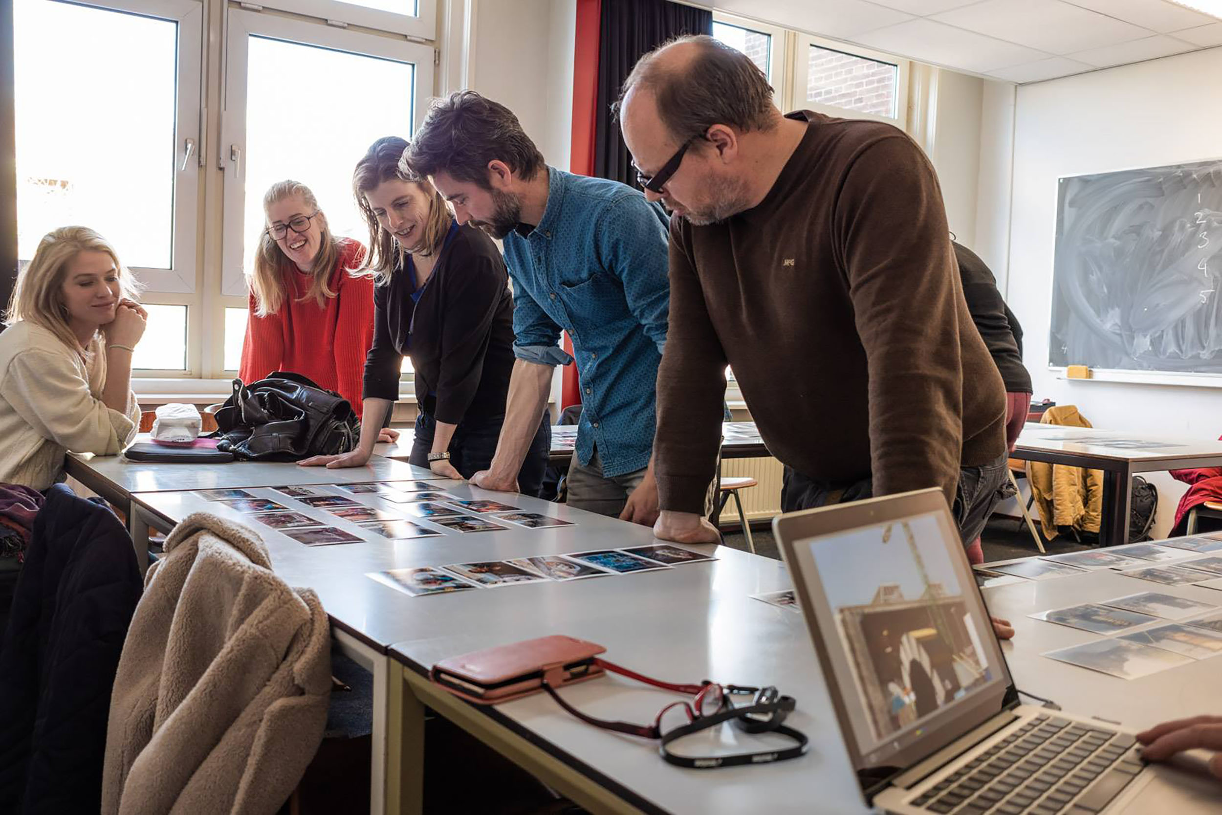 Students explaining their subjects photographed (photo credit Peter Dellenbag).
