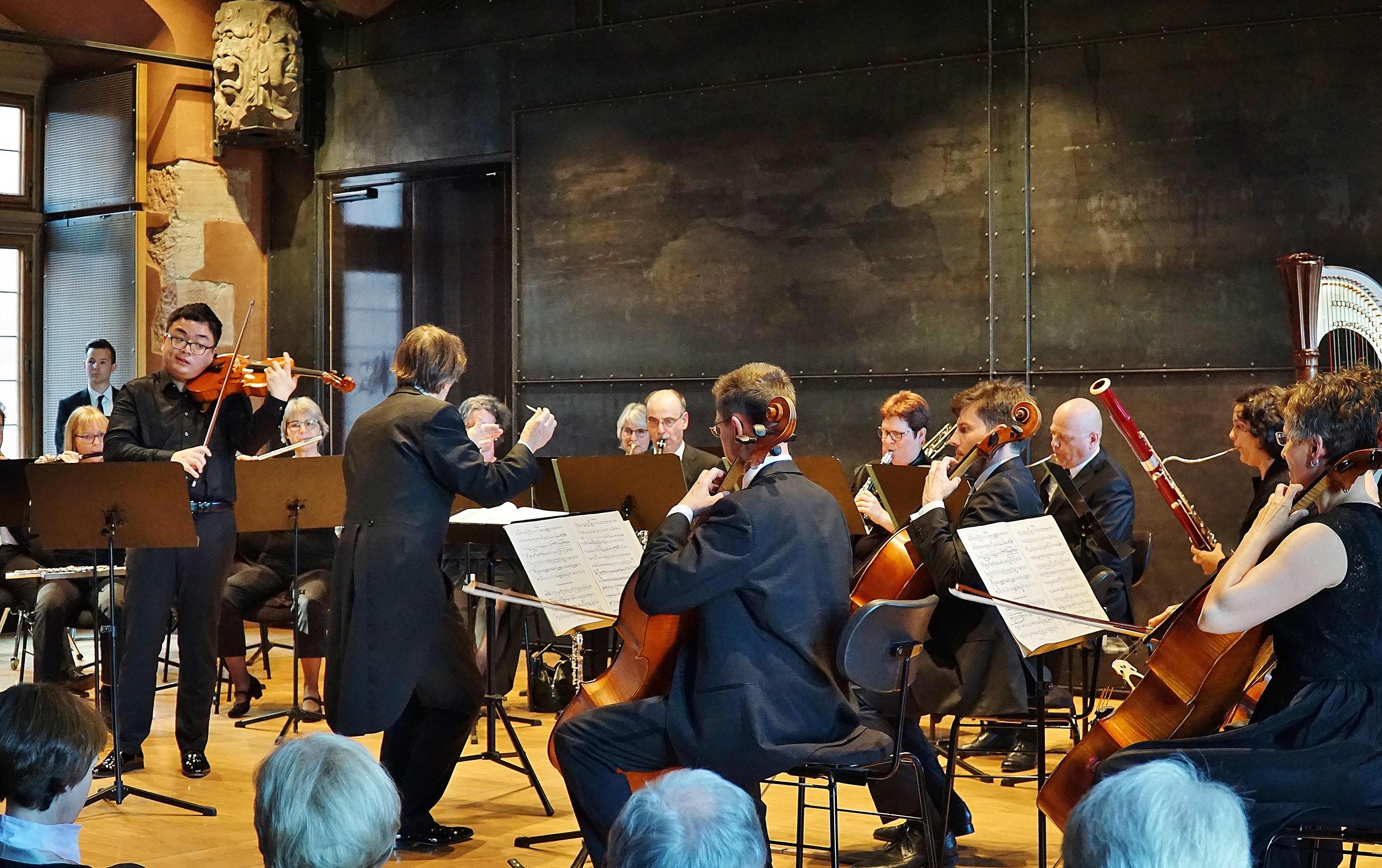 Collegium Musicum: Bratschenvirtuose Diyang Mei fasziniert mit Hindemiths »Schwanendreher« – Serenaden von Dvorak und Brahms
