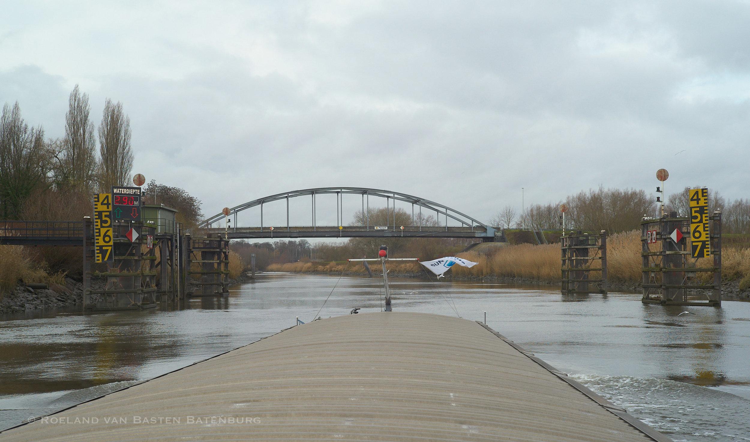 Op de Boven-Zee Schelde bij Melle. We zijn bijna van de rivier af en varen straks het kanaal naar de sluis van Merelbeke in.