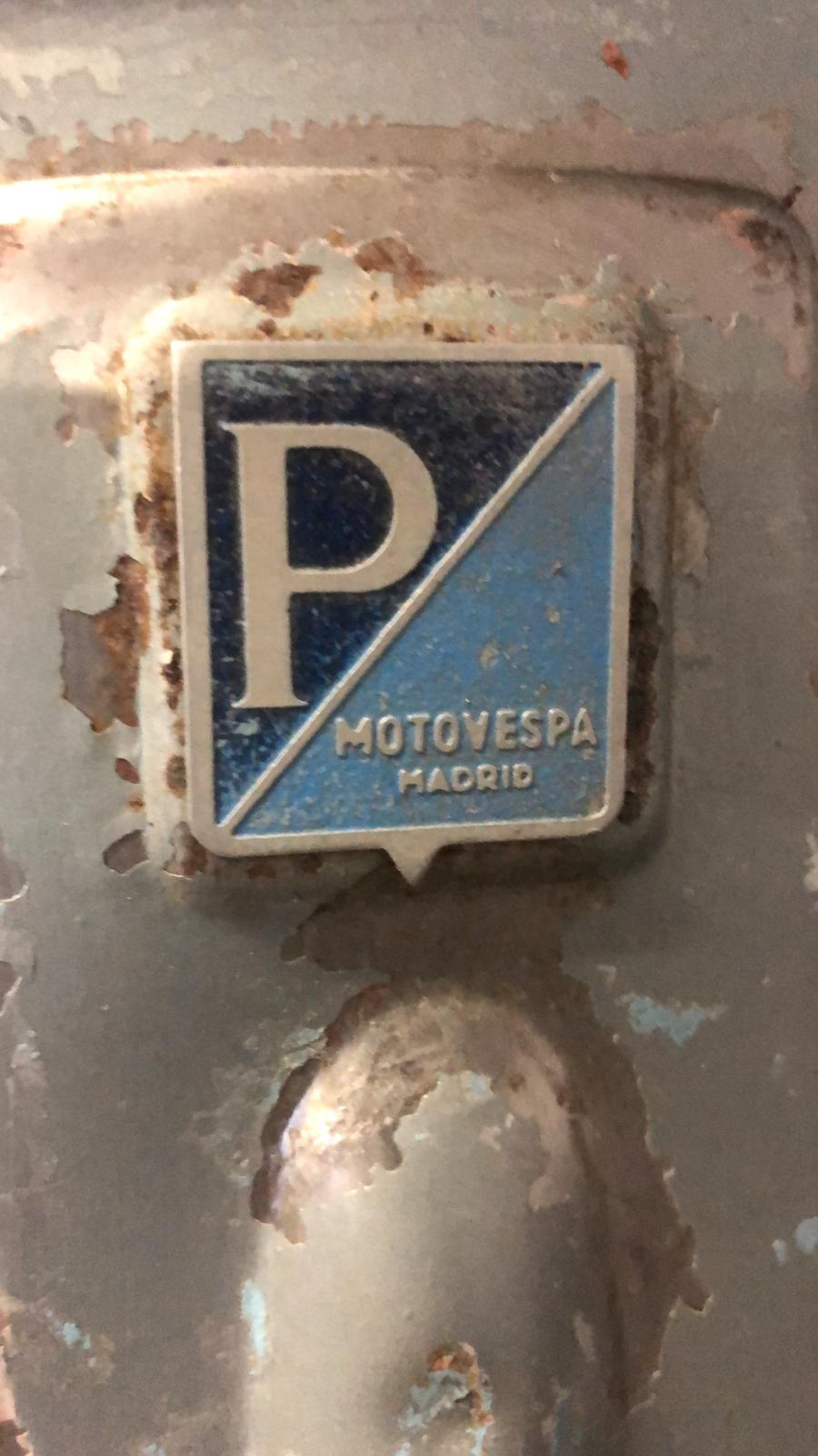 Complete with original small size Motovespa shield badge..
