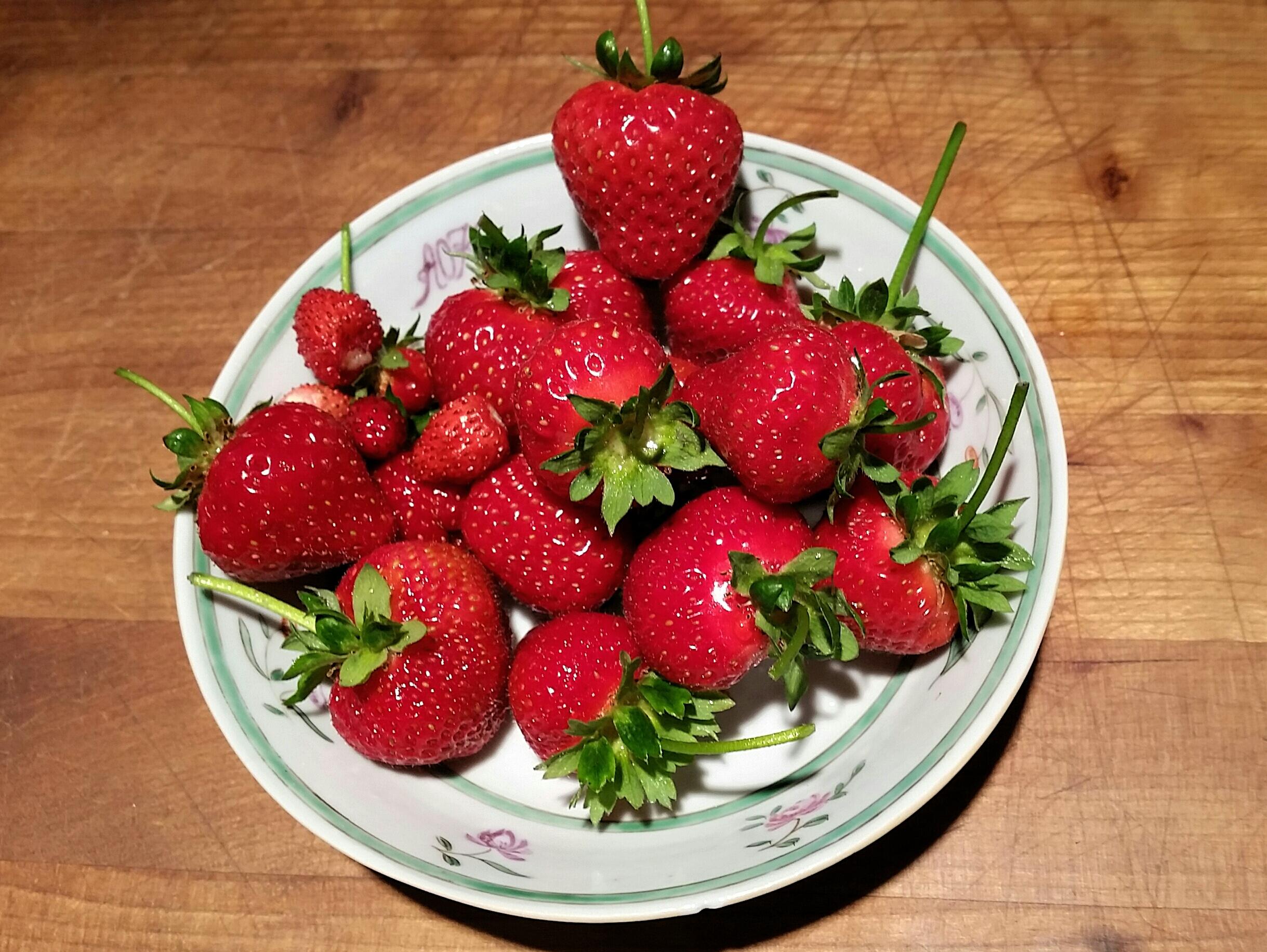 Fresh Strawberries Juice Plus.jpg