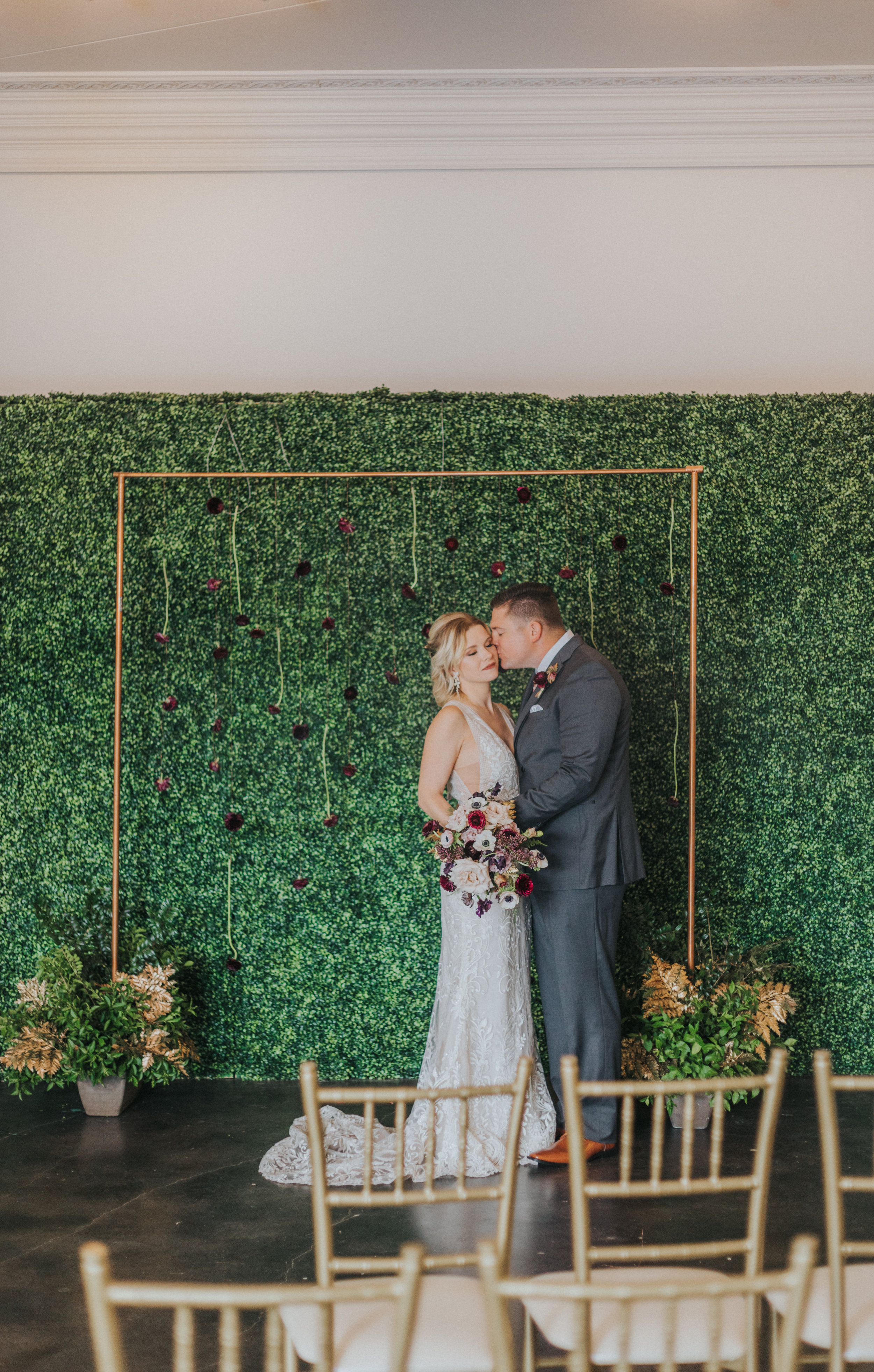 118 tiny-luxe-weddings-omaha-nebraska-midwest-empire-room.jpg