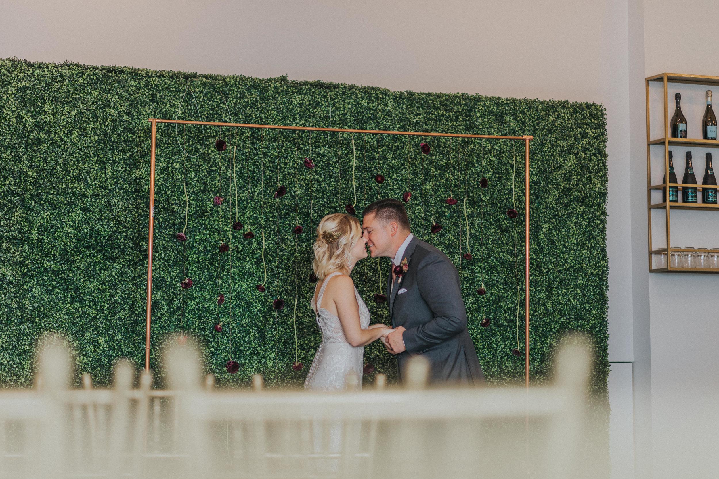 125 tiny-luxe-weddings-omaha-nebraska-midwest-empire-room.jpg