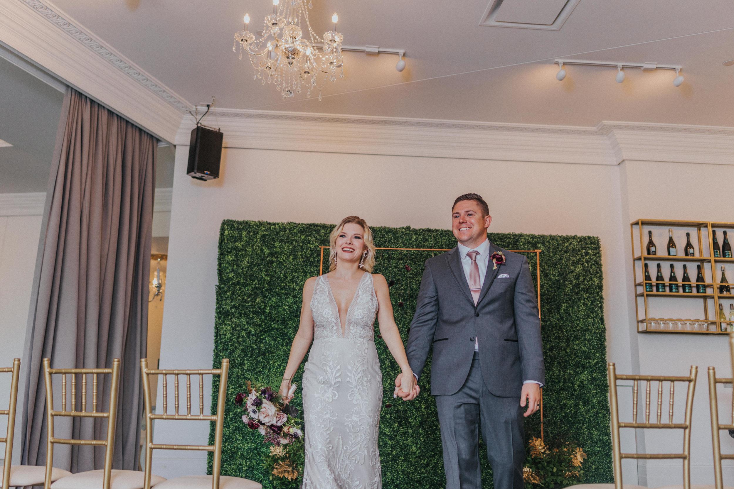127 tiny-luxe-weddings-omaha-nebraska-midwest-empire-room.jpg