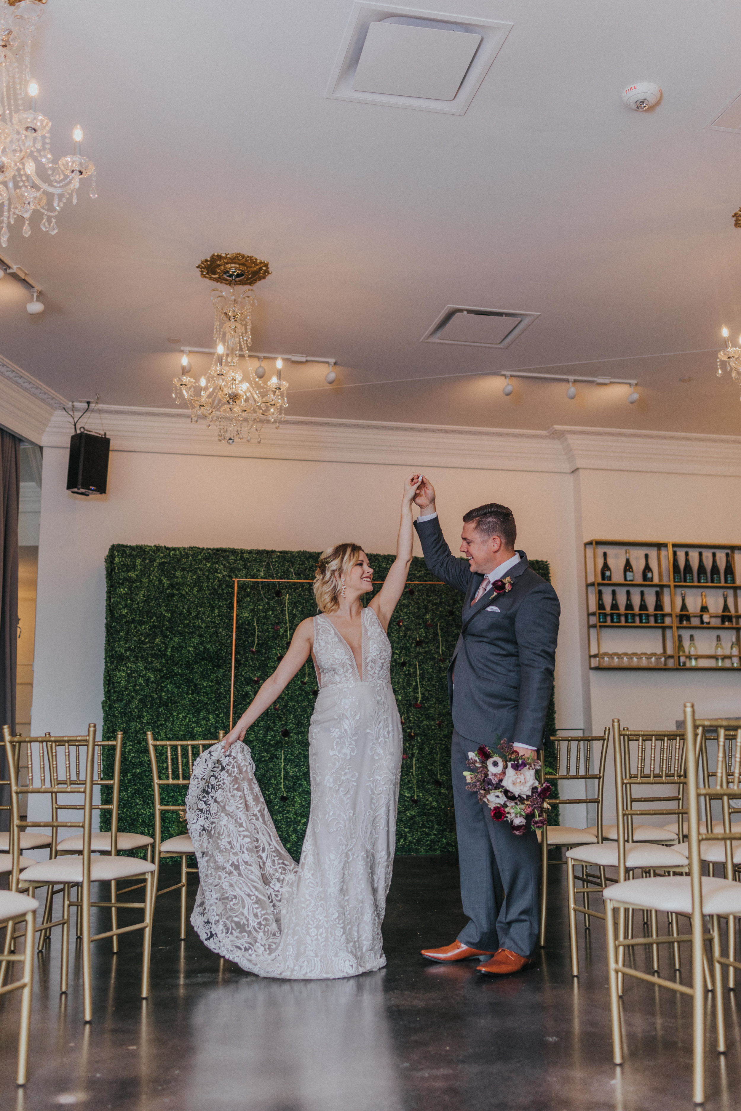 128 tiny-luxe-weddings-omaha-nebraska-midwest-empire-room.jpg