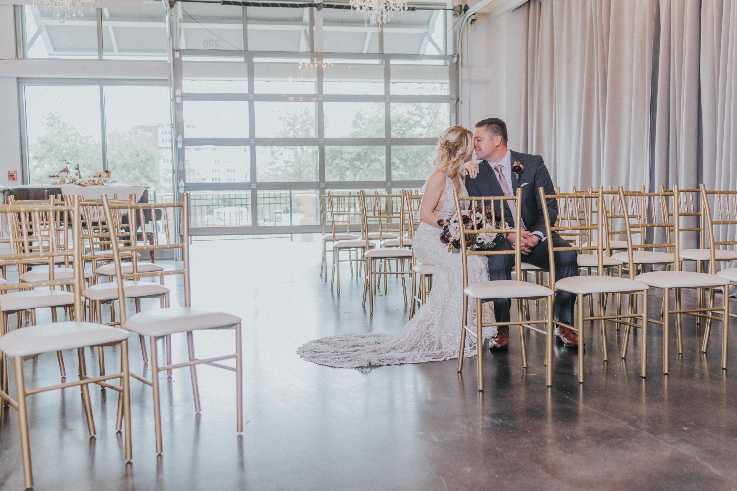 131 tiny-luxe-weddings-omaha-nebraska-midwest-empire-room.jpg