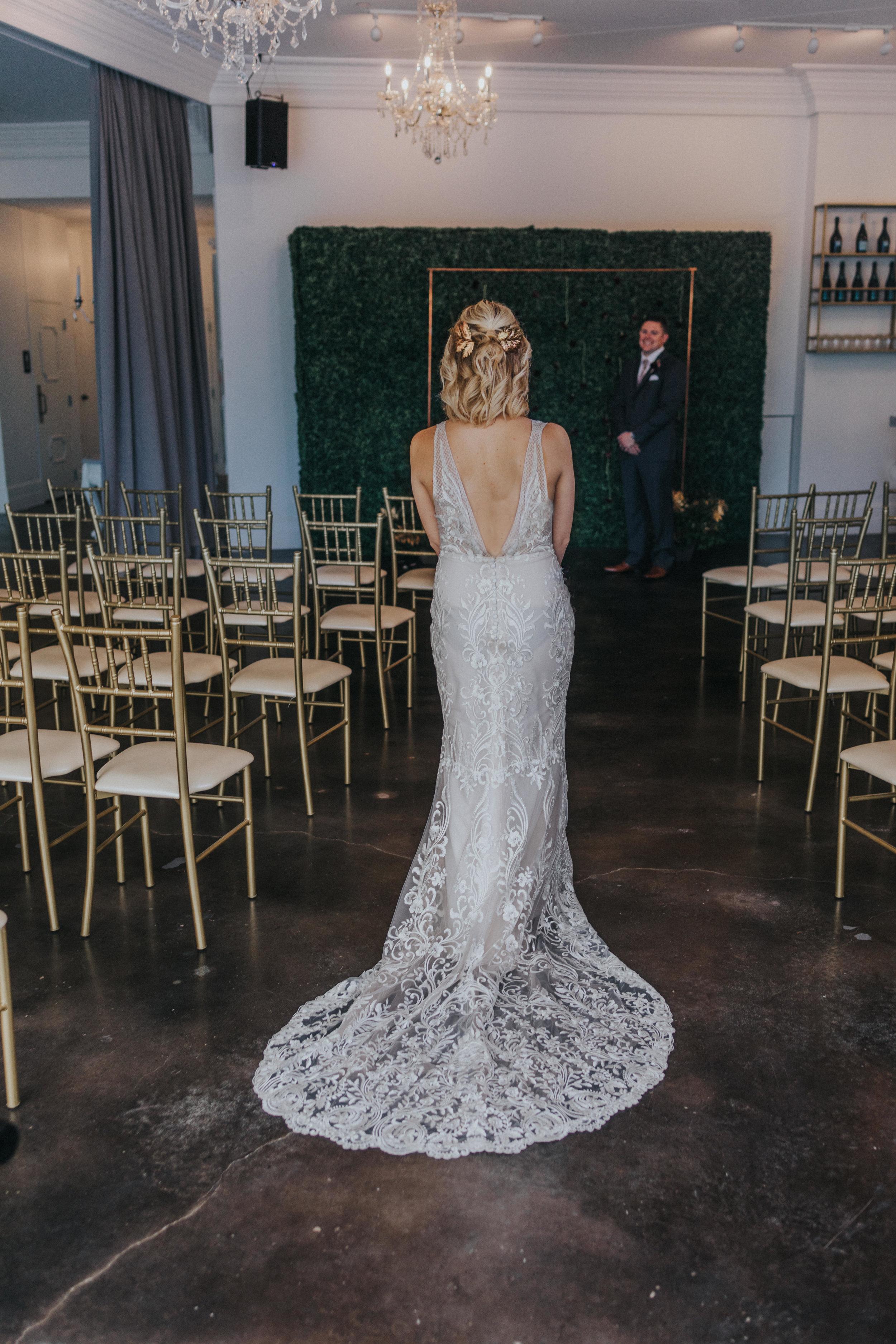 142 tiny-luxe-weddings-omaha-nebraska-midwest-empire-room.jpg