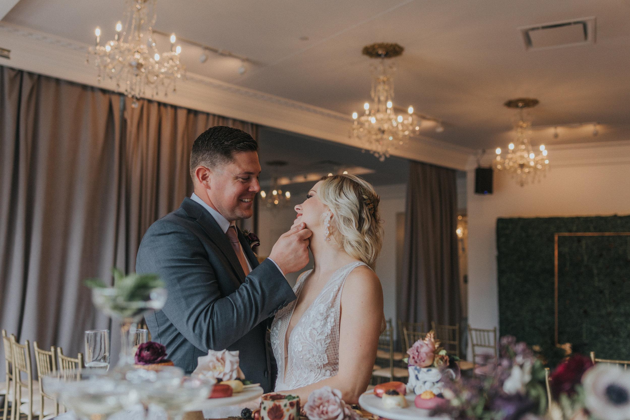 143 tiny-luxe-weddings-omaha-nebraska-midwest-empire-room.jpg