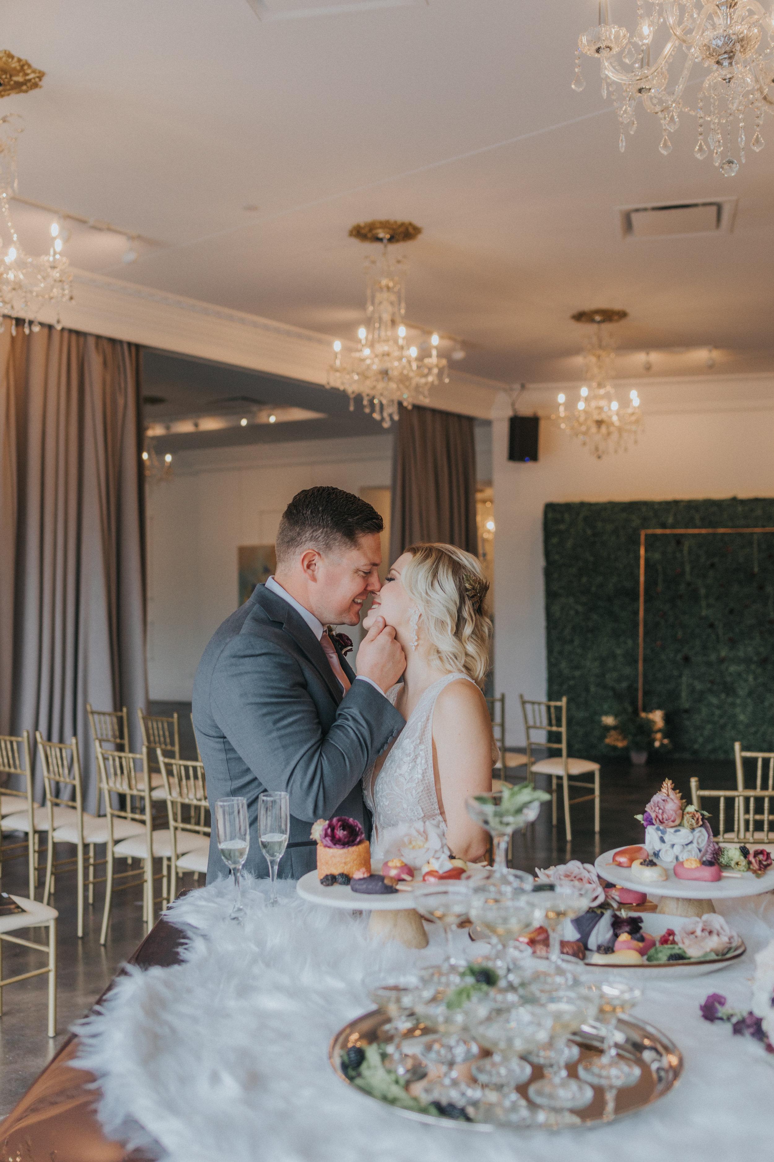144 tiny-luxe-weddings-omaha-nebraska-midwest-empire-room.jpg