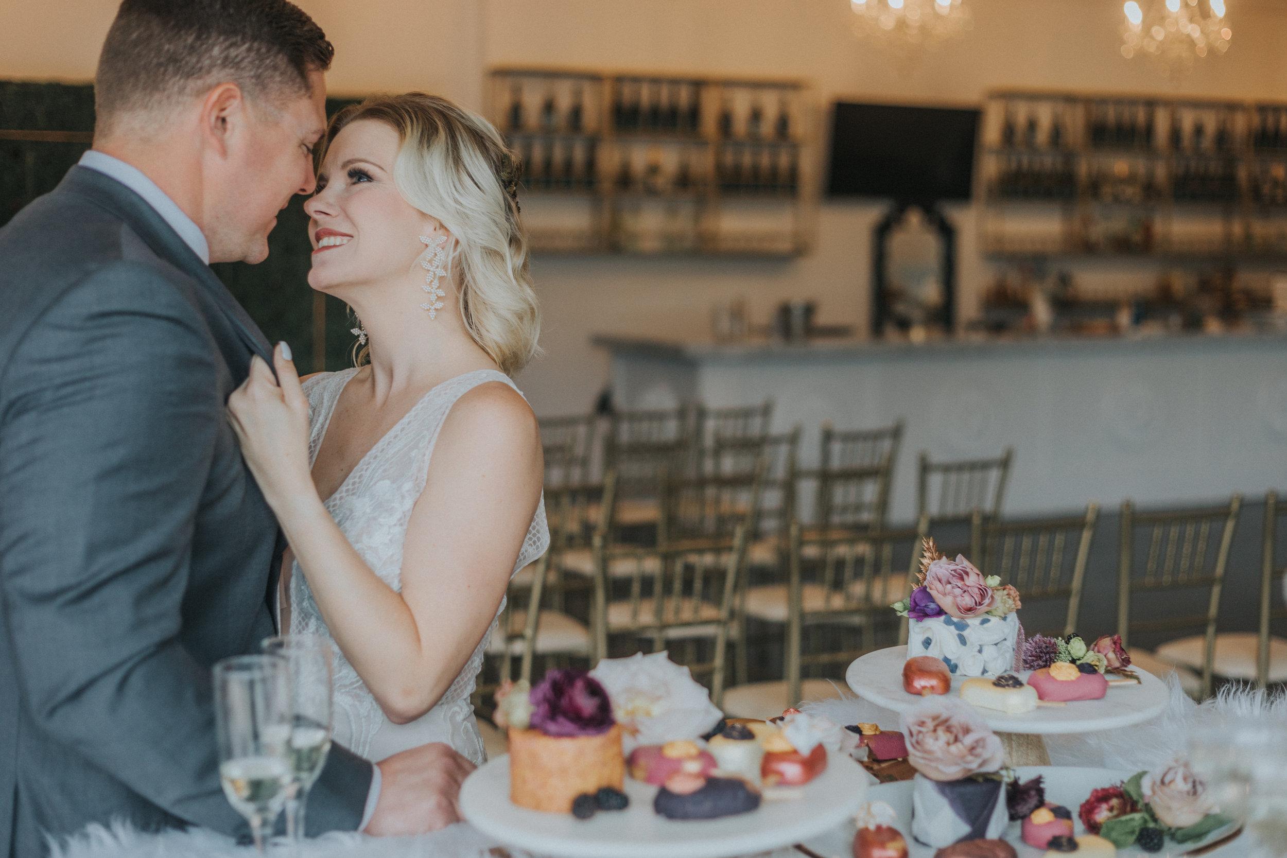 146 tiny-luxe-weddings-omaha-nebraska-midwest-empire-room.jpg