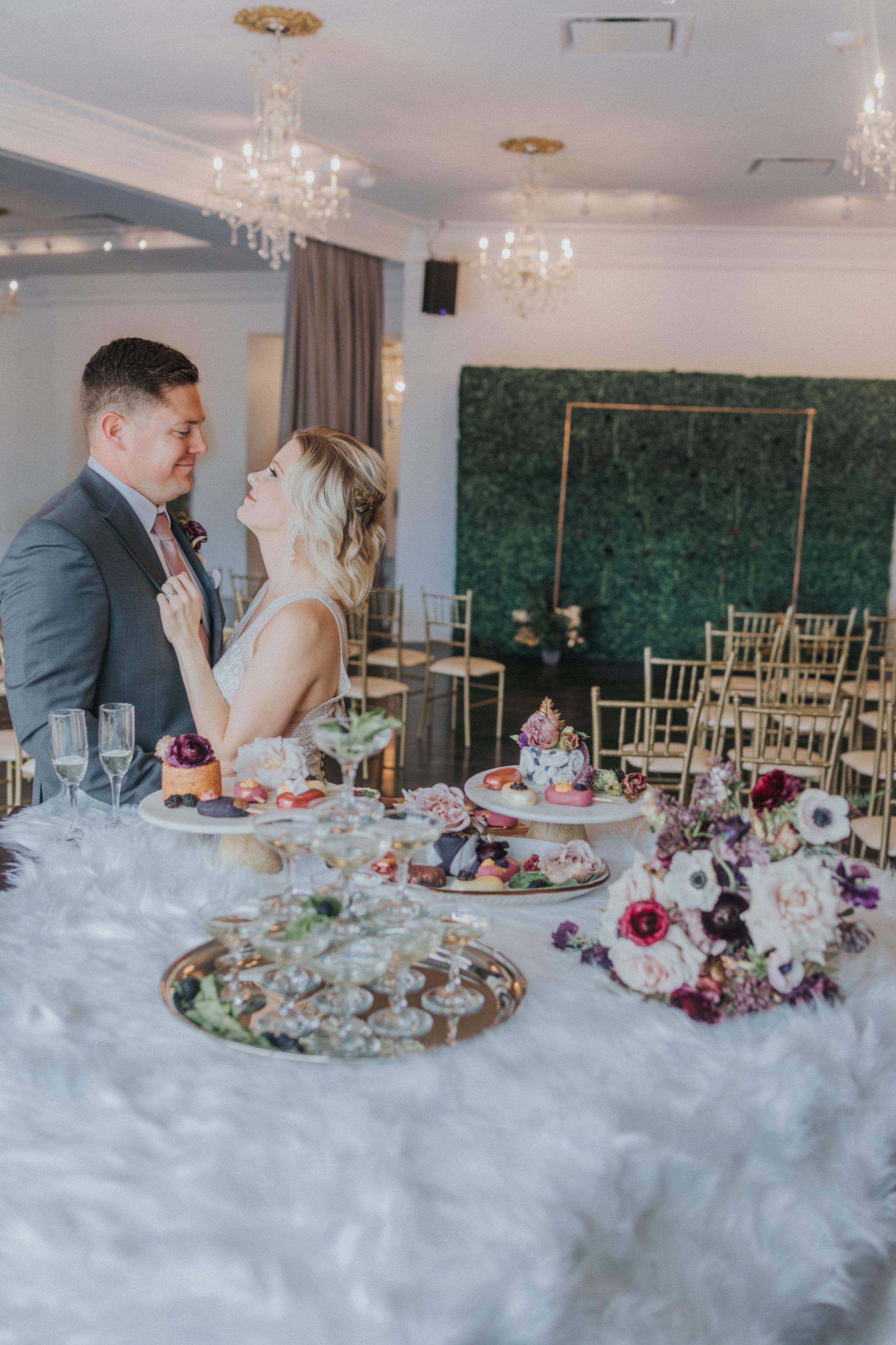 147 tiny-luxe-weddings-omaha-nebraska-midwest-empire-room.jpg