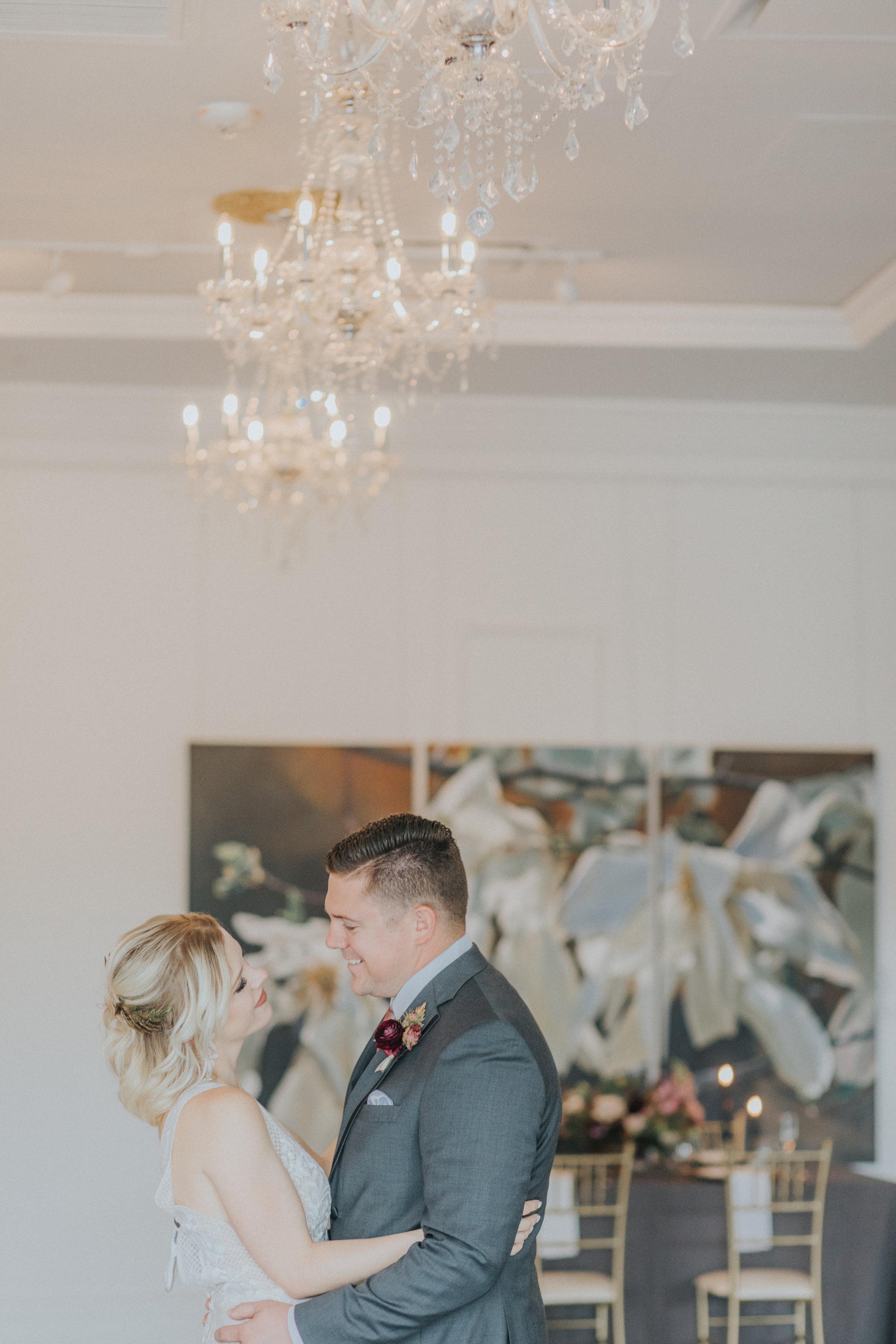 159 tiny-luxe-weddings-omaha-nebraska-midwest-empire-room.jpg