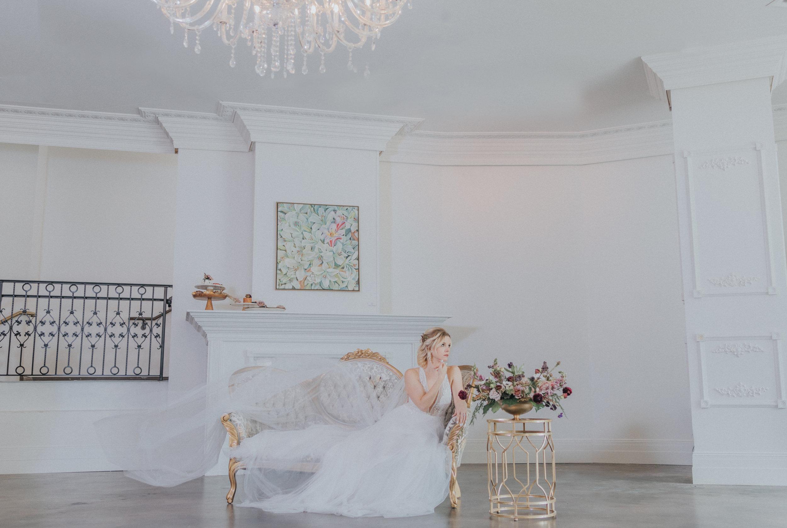 166 tiny-luxe-weddings-omaha-nebraska-midwest-empire-room.jpg