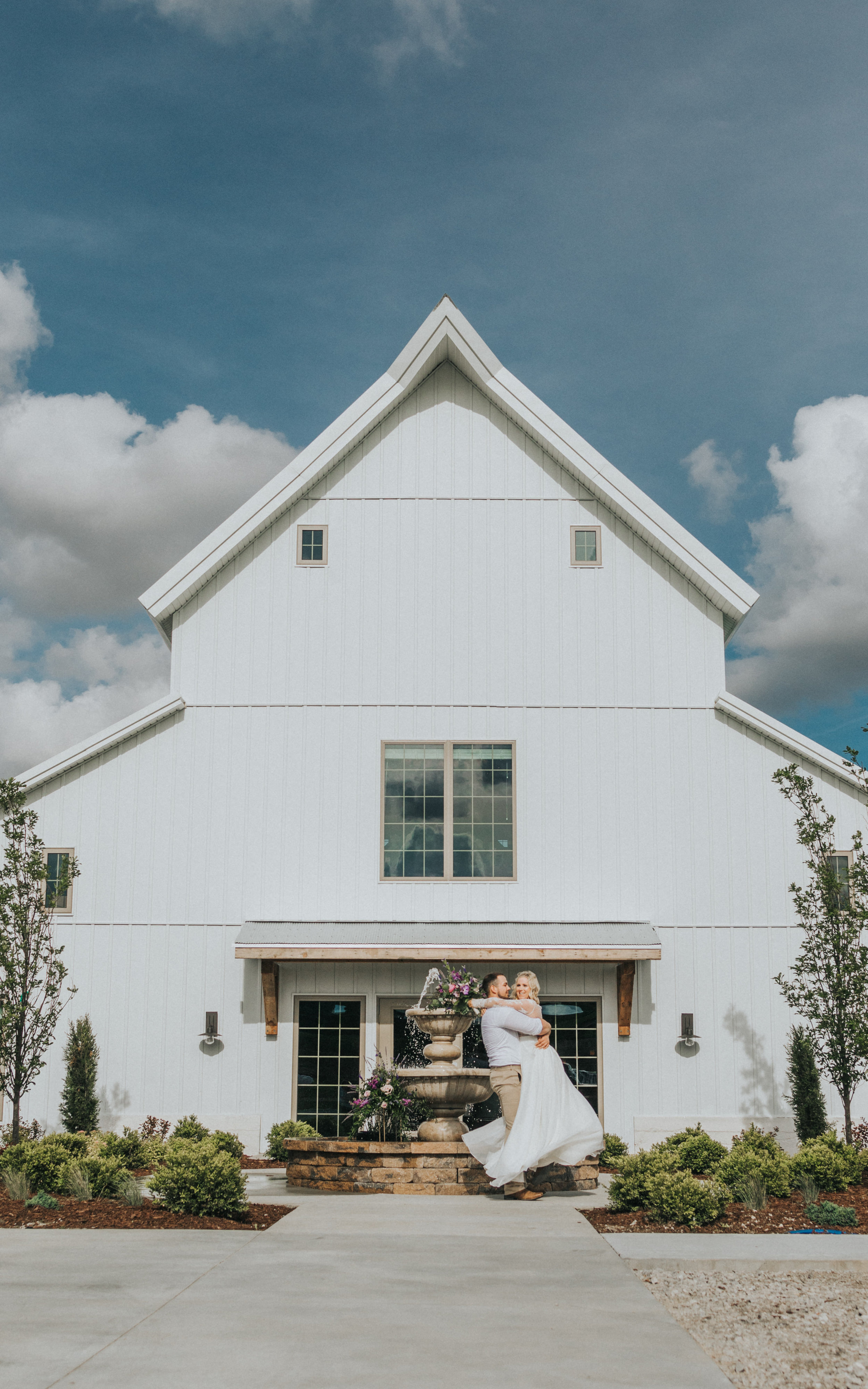 229 tiny-luxe-weddings-iowa-venue-photogeraphy-palace.jpg