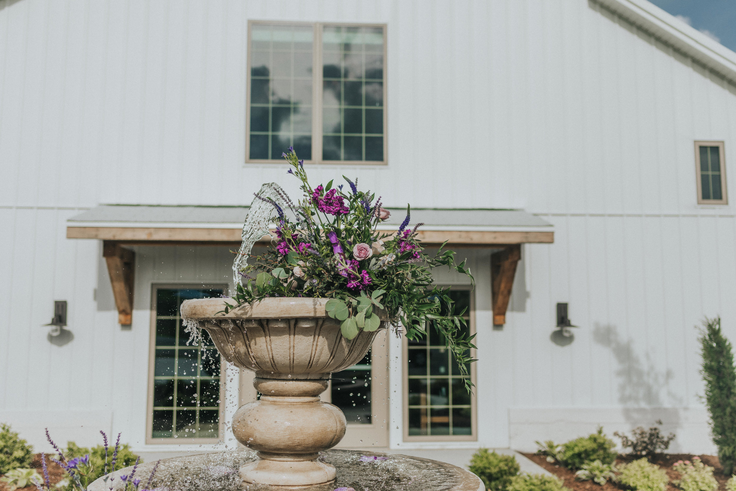 235 tiny-luxe-weddings-iowa-venue-photogeraphy-palace.jpg