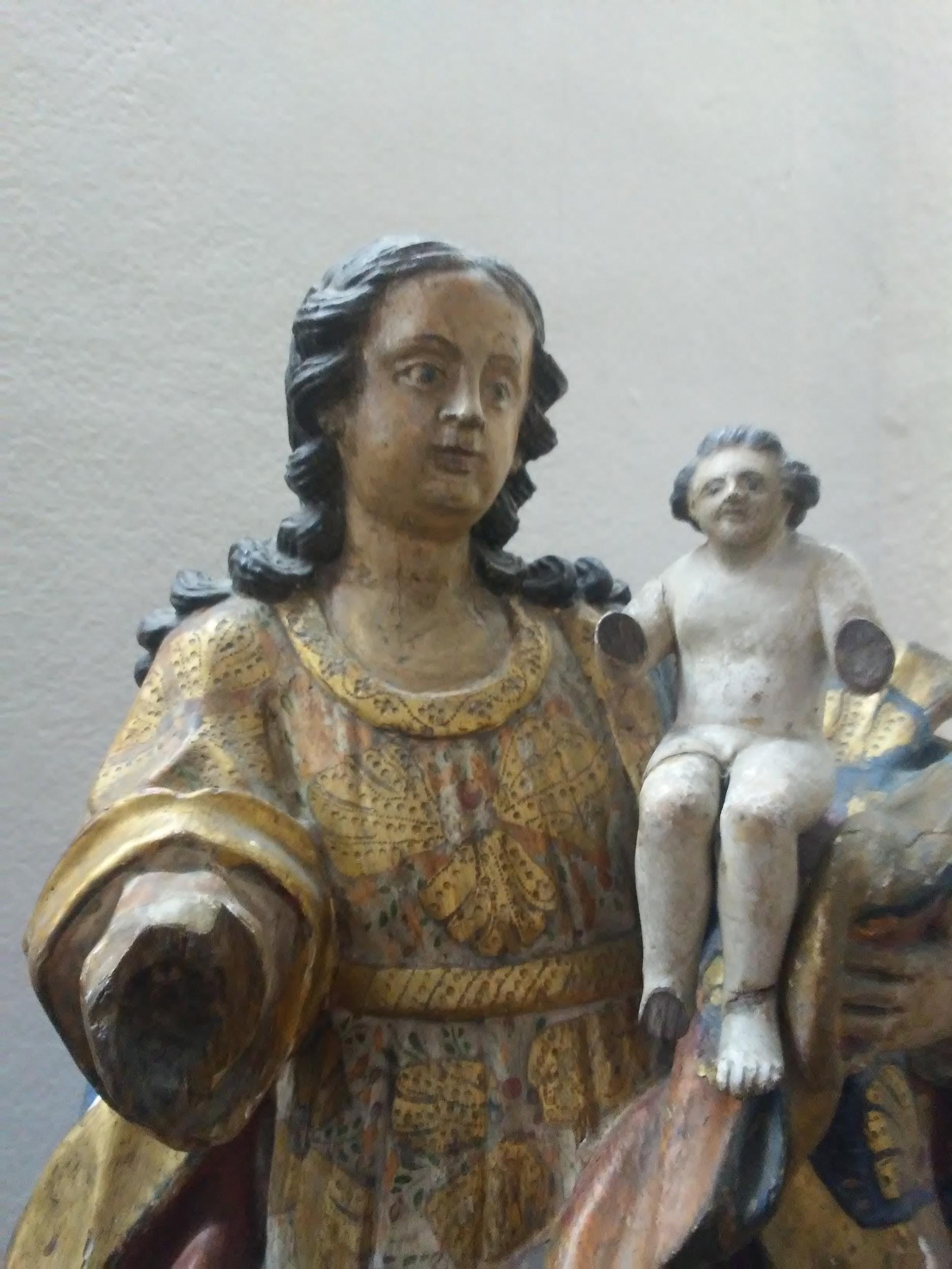 Nossa Senhora do Rosário - madeira policromada - século XVIII