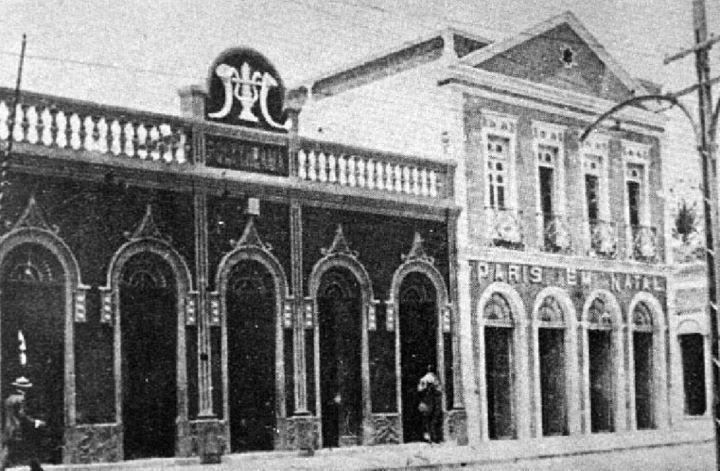 Cine Polytheama em seu prédio na Praça Augusto Severo.