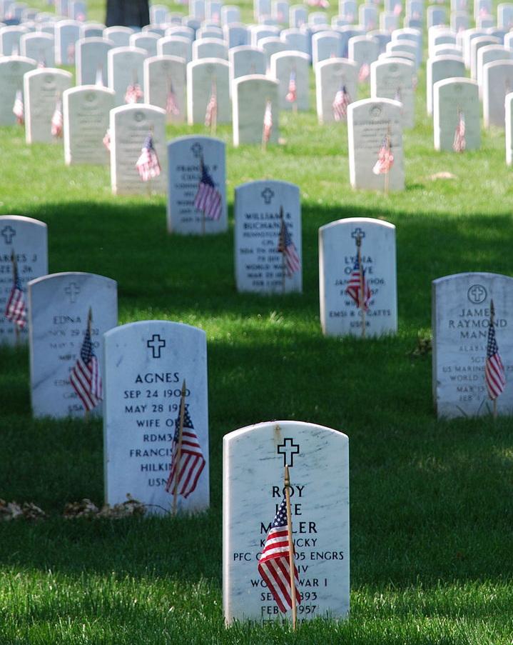 Decorated graves at Arlington National Cemetery    Photo: Arlington National Cemetery