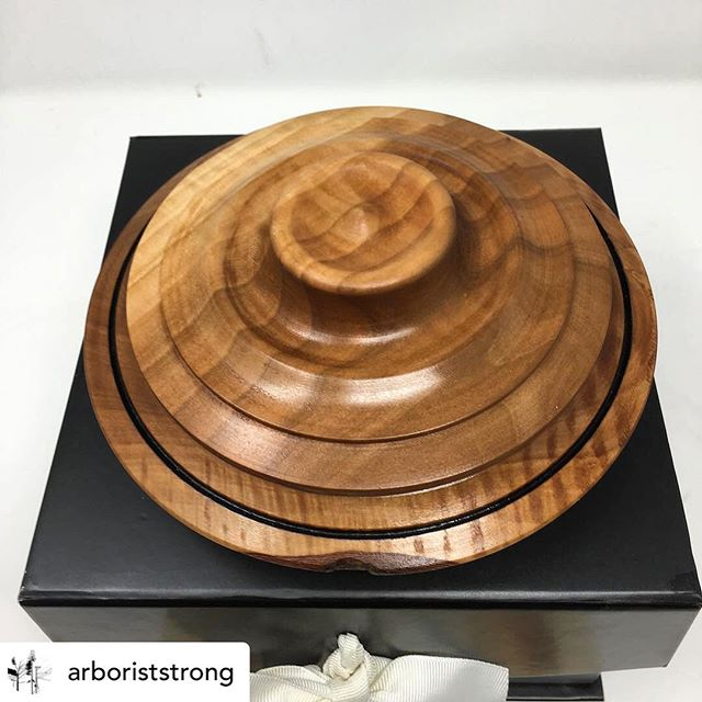 """#repost @arboriststrong """"This bowl will be offered in the Silent Auction of the 2019 North Central Texas Urban Forestry Conference. The artist donated the bowl but I was not expecting """"The Story of the Wood,"""" or the hug under the lid. This is much more than just a bowl."""" #arboriststrong #trinityblacklands #bradfordpeartree #bradfordpears #thestoryofthewood #comejoinusnow"""