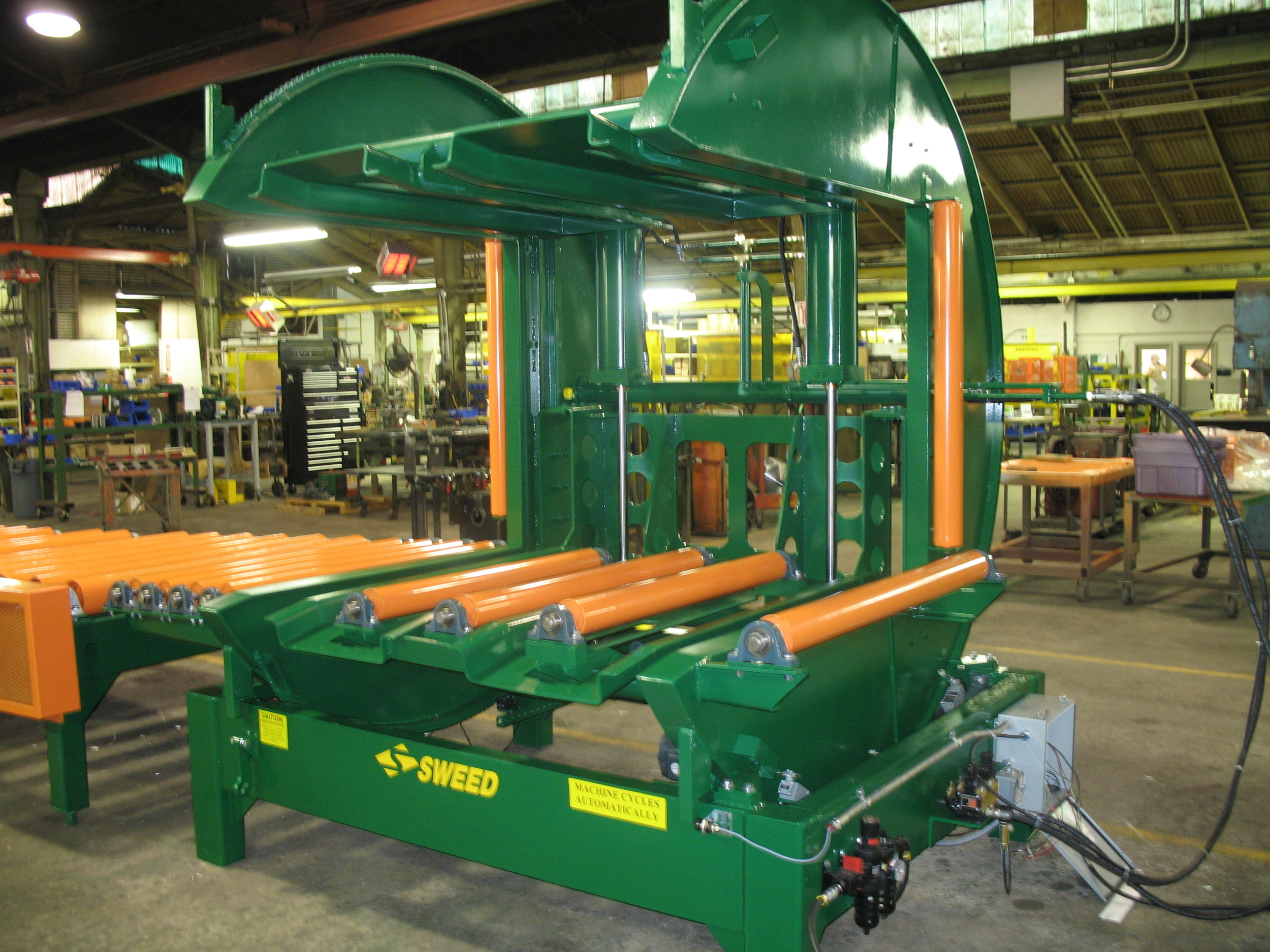 Sweed Turner with roll case outfeed