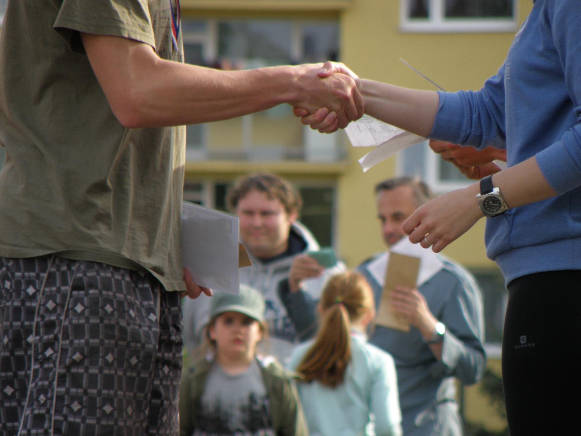 handshakes-930181_1920.jpg