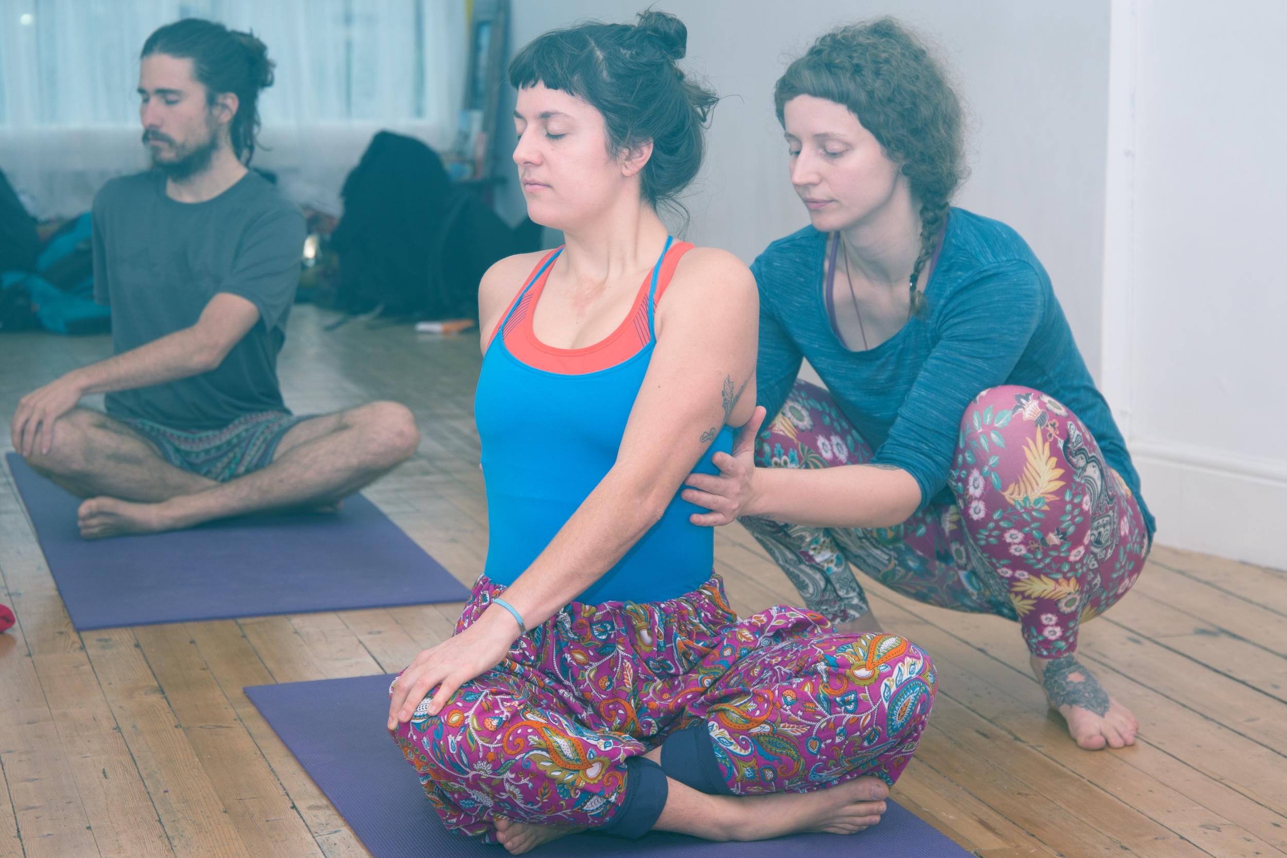 Yoga floor handson duo.png