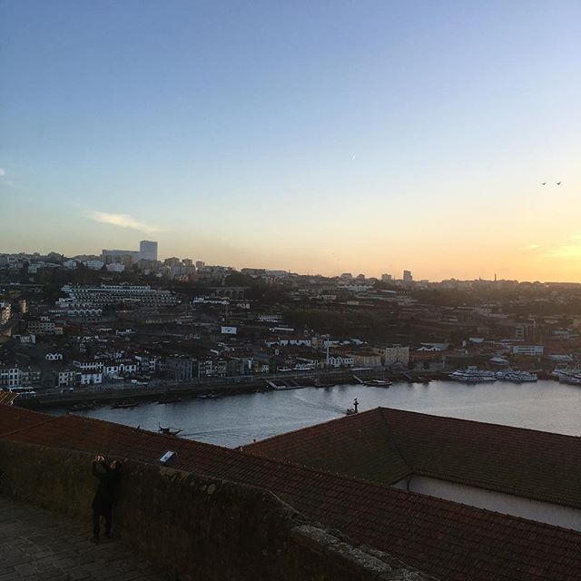 Porto town at almost sunset. What a beauty 💛  #portugal #porto #sunset #peace