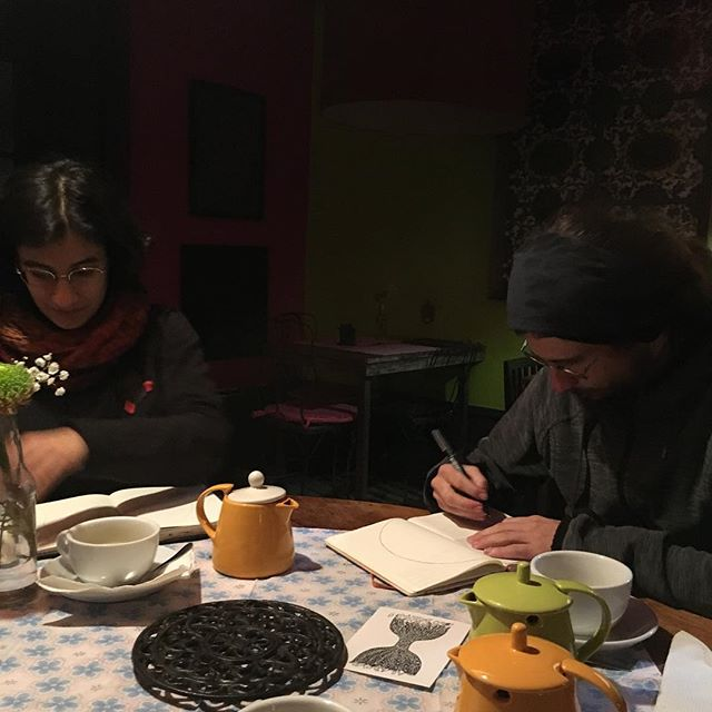 Sharing knowledge of the medicine wheel over a wee cuppa with this pair in Porto 💛🙏🌍 ☕️ #medicinewheel #prayers #guidance #energies #healing #shamanism #magic #spiritualentrepreneurs #digitalnomads