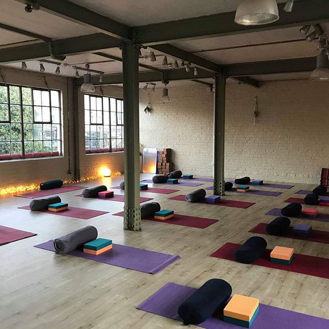 Before all the cosy blankets came out!  Feeling so grateful to all the folks who came to @sadhanayogakat and I's first workshop together on Saturday! 🙏🙏🙏 The practice was gentle and lovingly lead by Kat, and I had a ball roaming around using my hands to support going deeper into relaxation 🙏💕 It went so well we are aiming to make these workshops a regular occurrence at the magical Beetroot Sauvage with their super cosy floors and nourishing ambience!  Happy Monday people, go well, go lovingly 💕  #restorativeyoga #therapeuticassists #handsonassists #forrestyoga #myofascialrelease #lovingtouch #deeprest #deephealing #edinburghyoga #lovingkindness