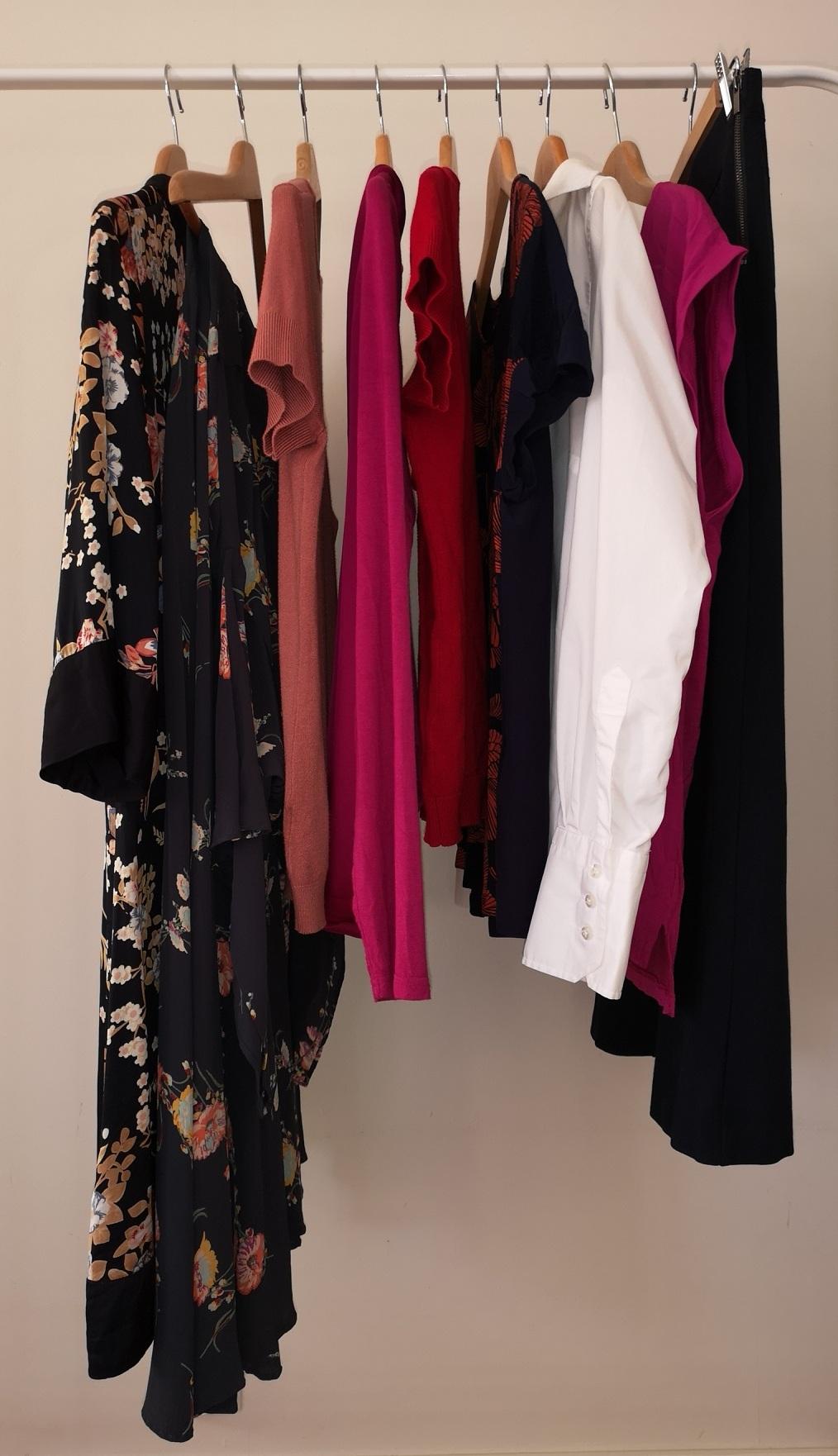 Selskapsklærne mine, 9 plagg i alt.