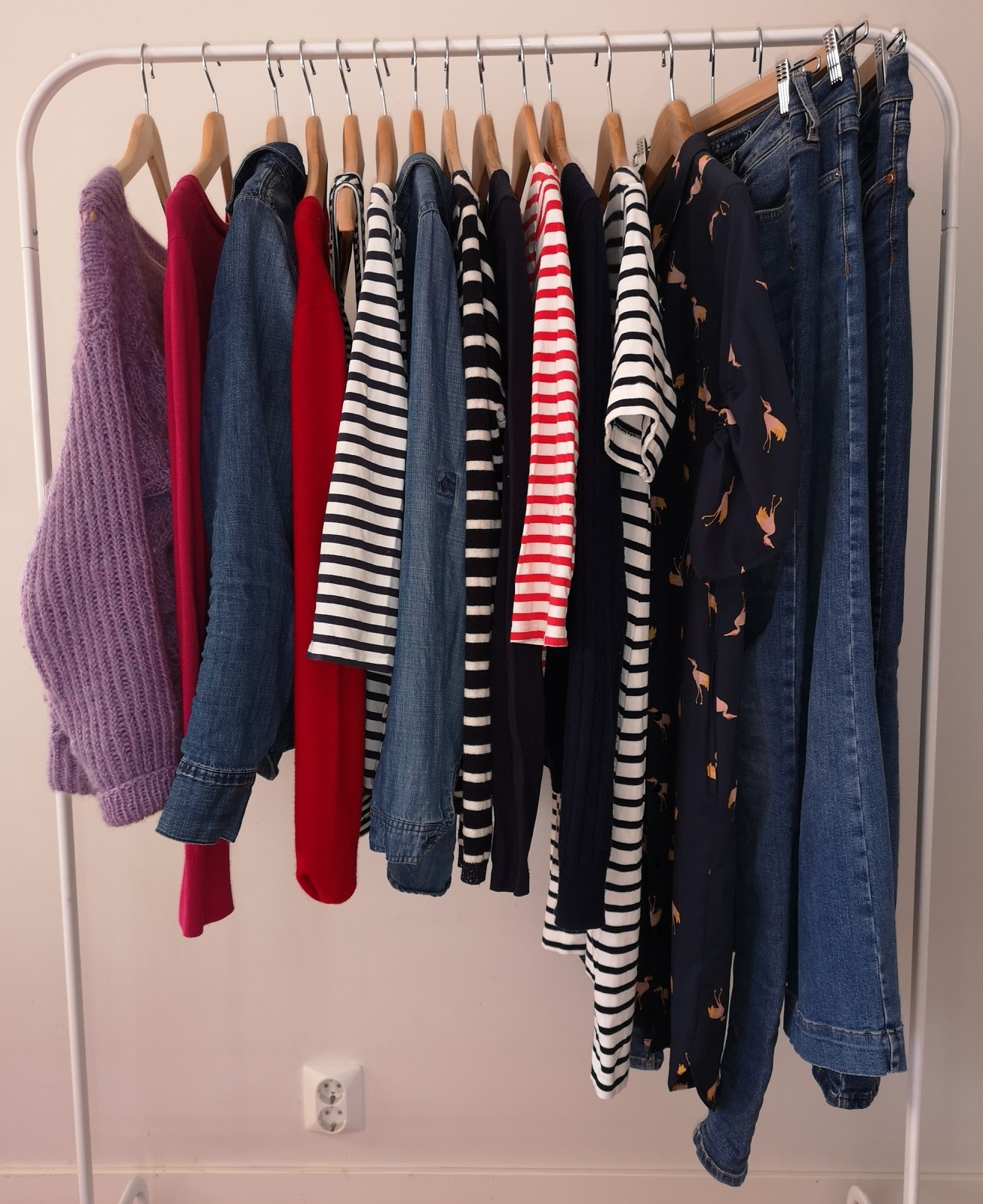 Hverdagsklærne i min minimalistiske garderobe, 16 plagg i alt.