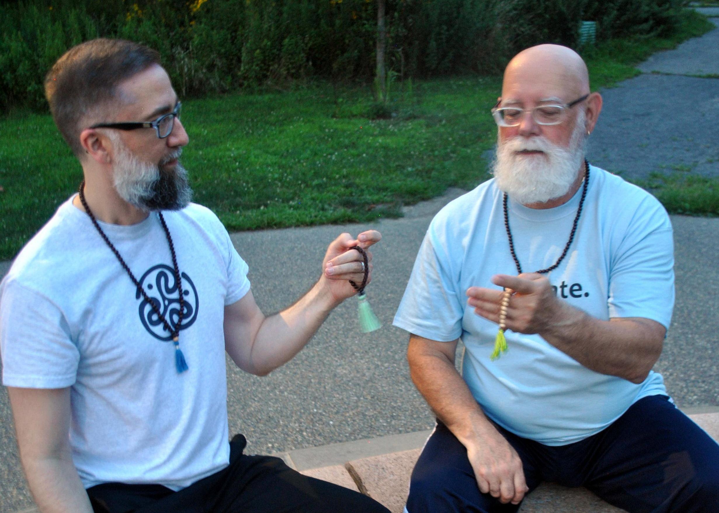 bearded-men-using-malas-in-park-DSC_0018+crop.jpg