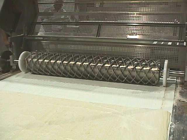 Dinner roll cutter (002).jpg