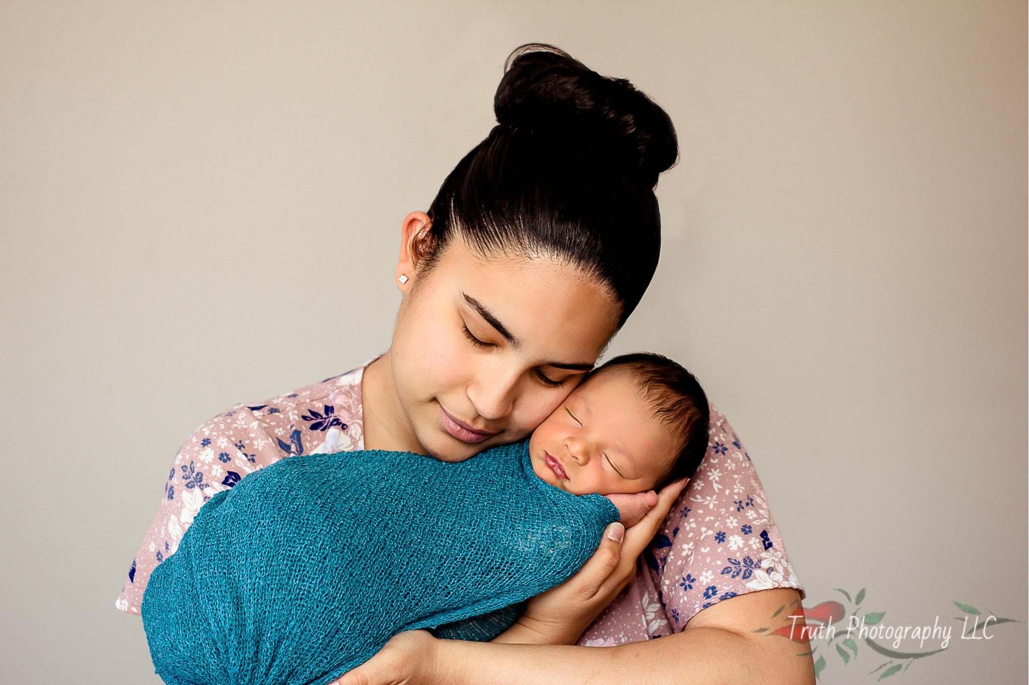 Truth-Photography-Broomfield-newborn-photo.jpg