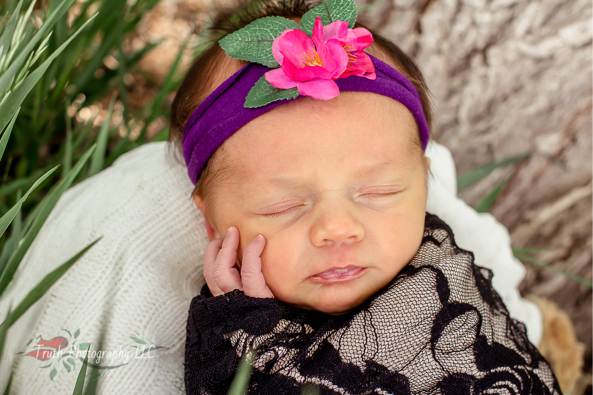 Truth-Photography-Denver-Outdoor-newborn-photography.jpg